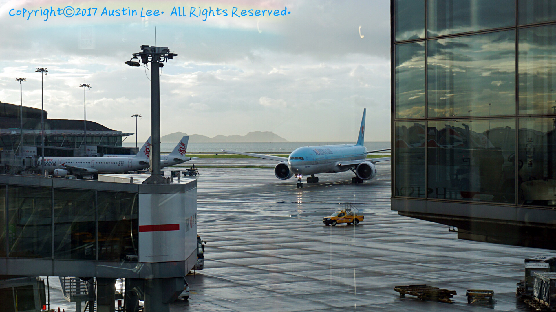Re:[原创]论坛修复后第一波~旧图新发~都是重型~ BOEING 777-3B5(ER) HL7782 中国香港国际机场