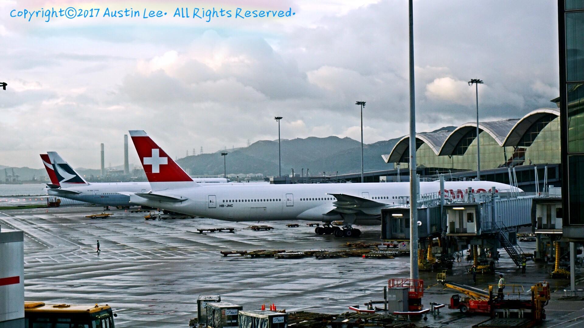Re:[原创]论坛修复后第一波~旧图新发~都是重型~ BOEING 777-3DE(ER) HB-JNC 中国香港国际机场