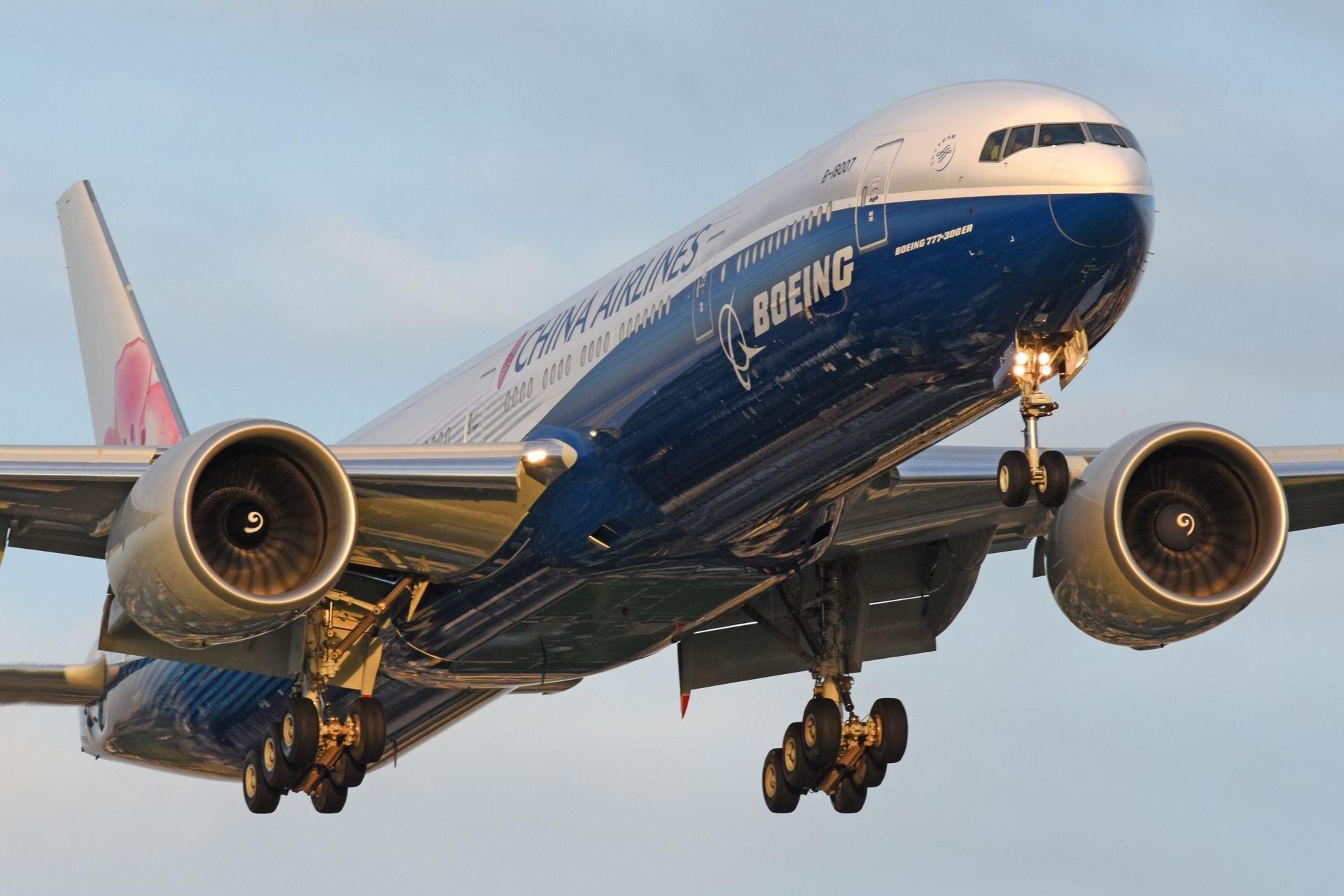 [原创]華航藍鯨,預計今天Ci-521 / 1 6 : 1 5 抵達廣州 BOEING 777-300ER B-18007 台北桃园国际机场