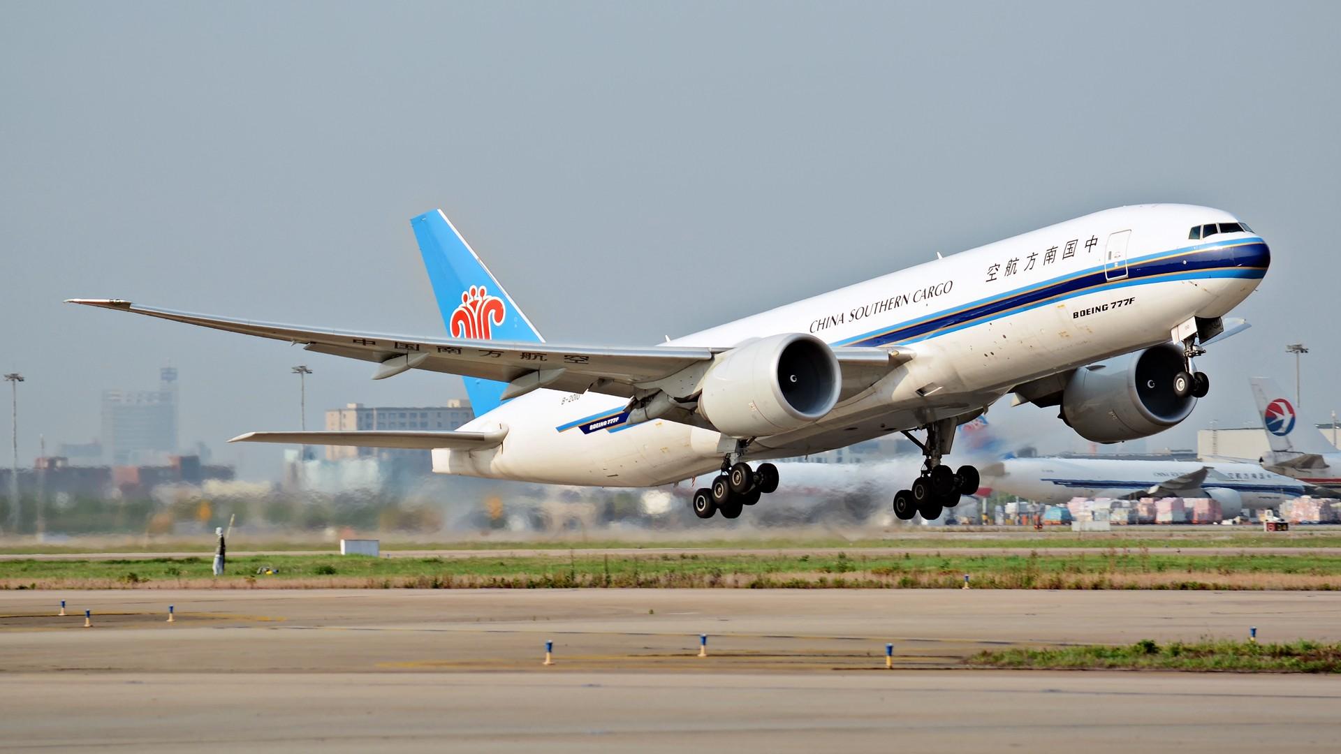 Re:[原创](1920*1080)放出一组壁纸 BOEING 777-200 B-2010 上海浦东国际机场