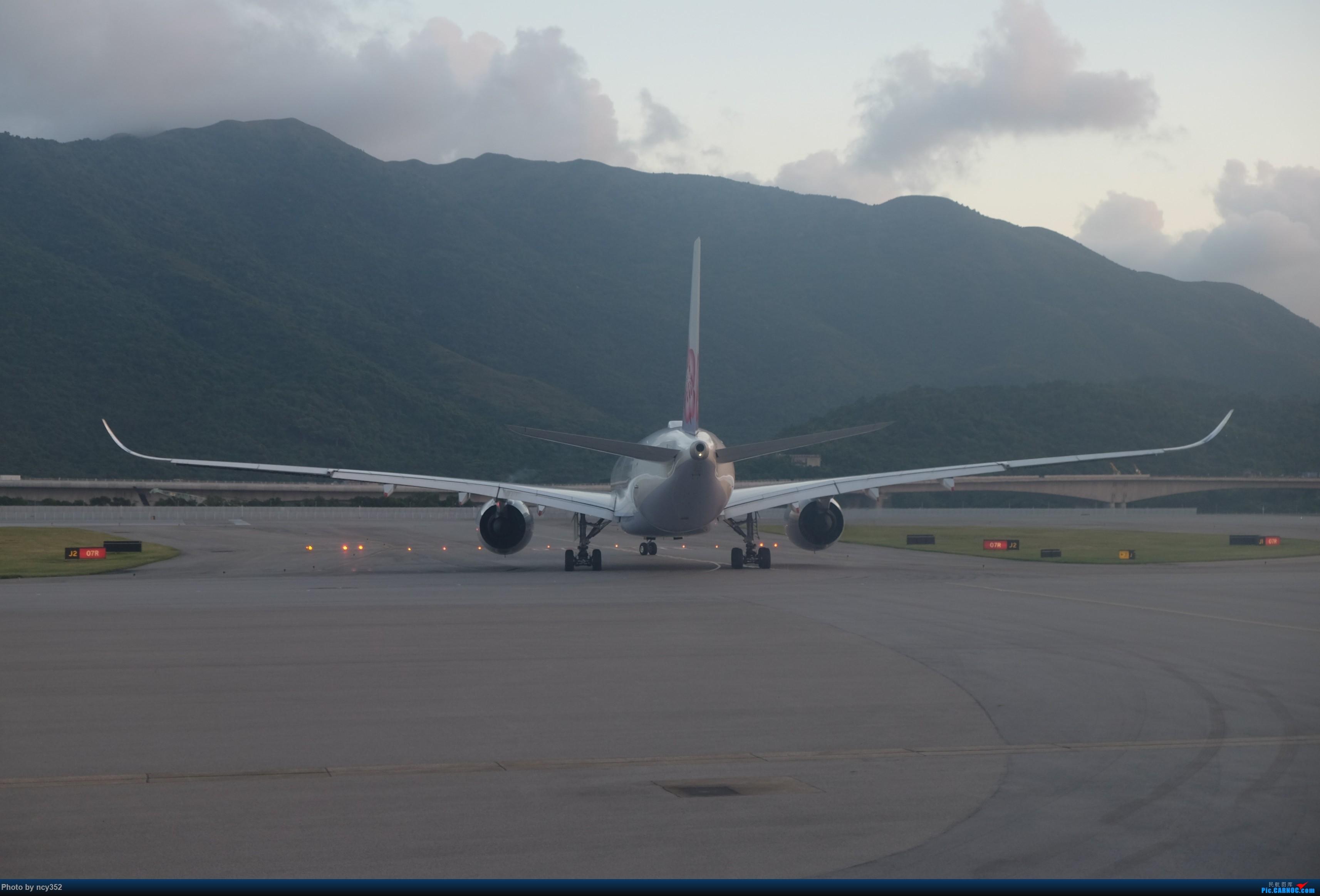 Re:[原创]20171001 HKG-CTU AIRBUS A350-900 B-18905 中国香港国际机场