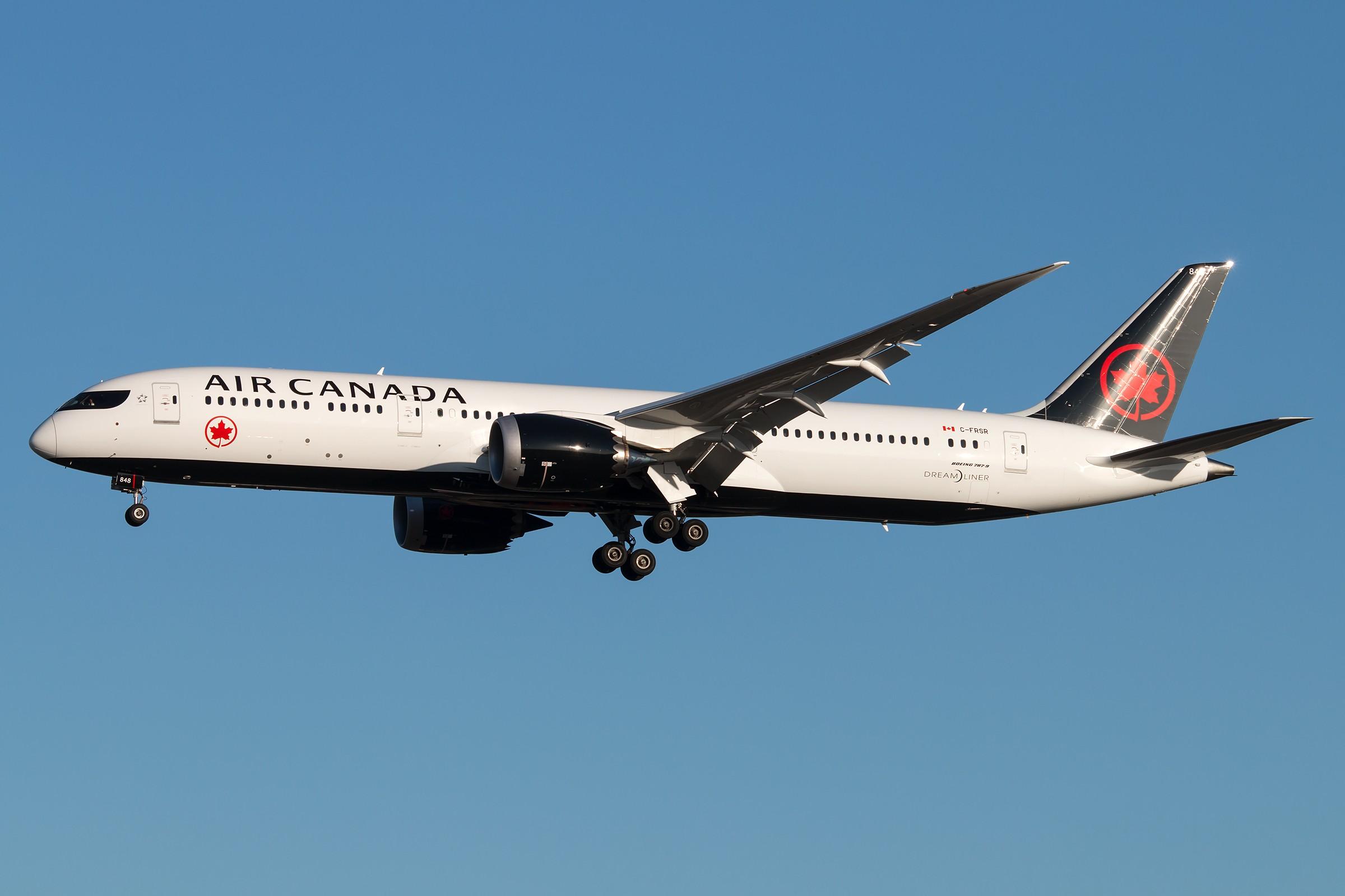 [原创]加拿大新装两枚 BOEING 787-9 DREAMLINER C-FRSR 中国北京首都国际机场