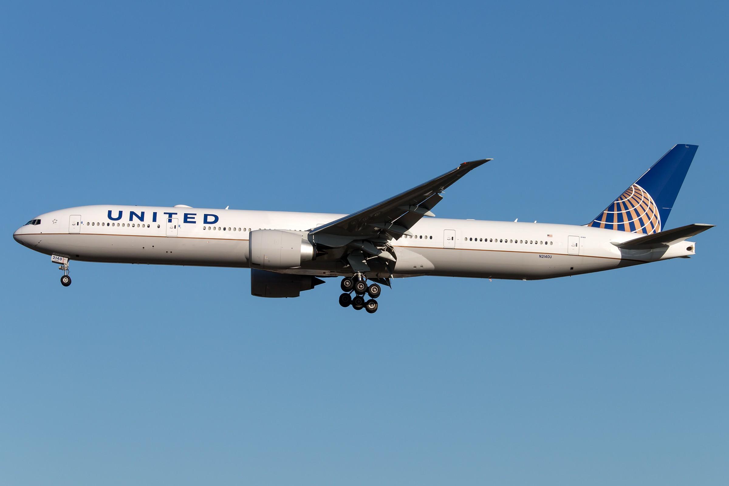Re:[原创]杂图5张 BOEING 777-322(ER) N2140U 中国北京首都国际机场