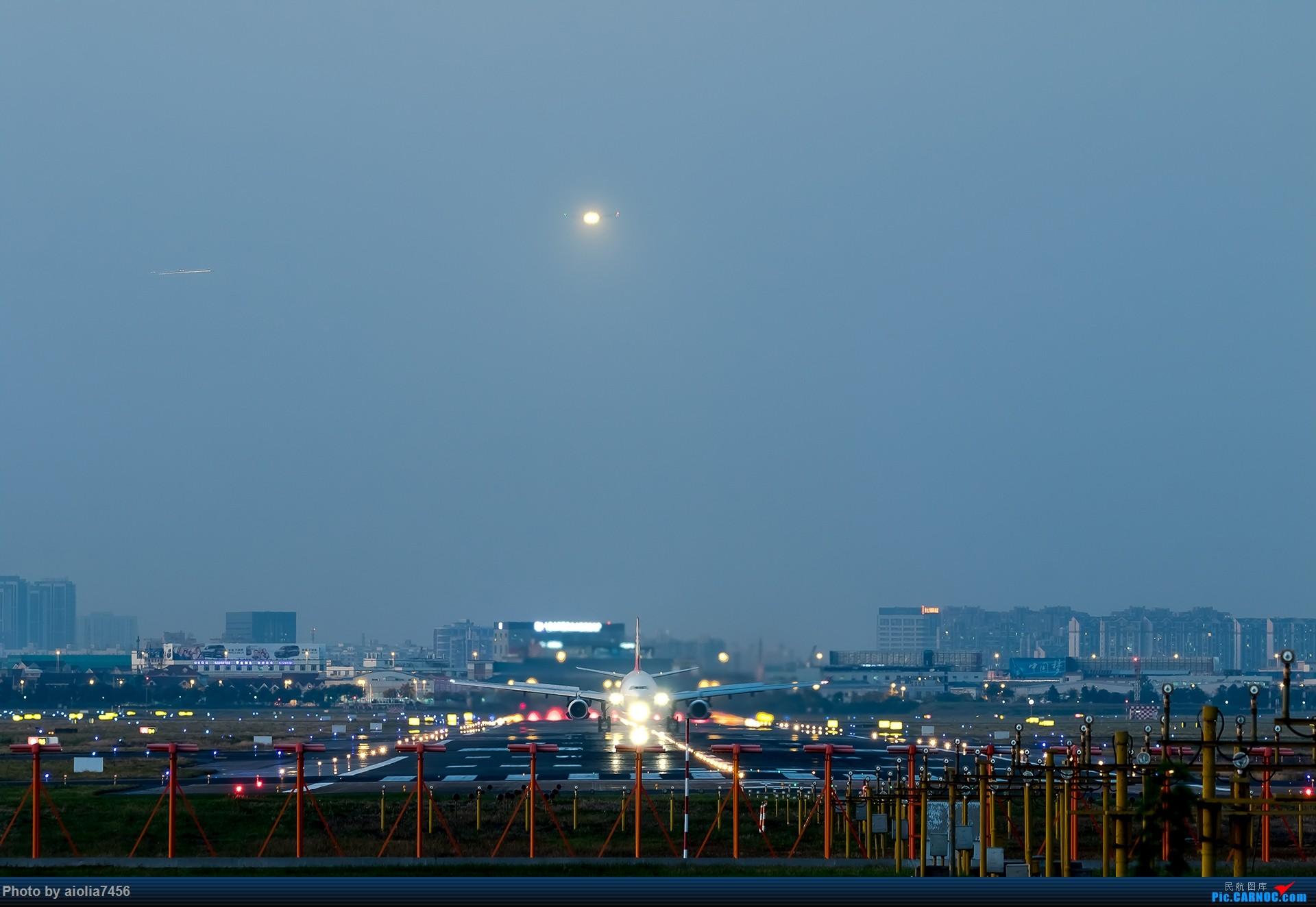 [原创][霸都打机队]摸摸怀中的7D2,好宝宝,跟了新的主人你要乖乖听话哦,离开我之前,我带你逛一圈ZSSS,最后一次陪我看看那些我们不怎么看得到的宽体吧。    中国上海虹桥国际机场