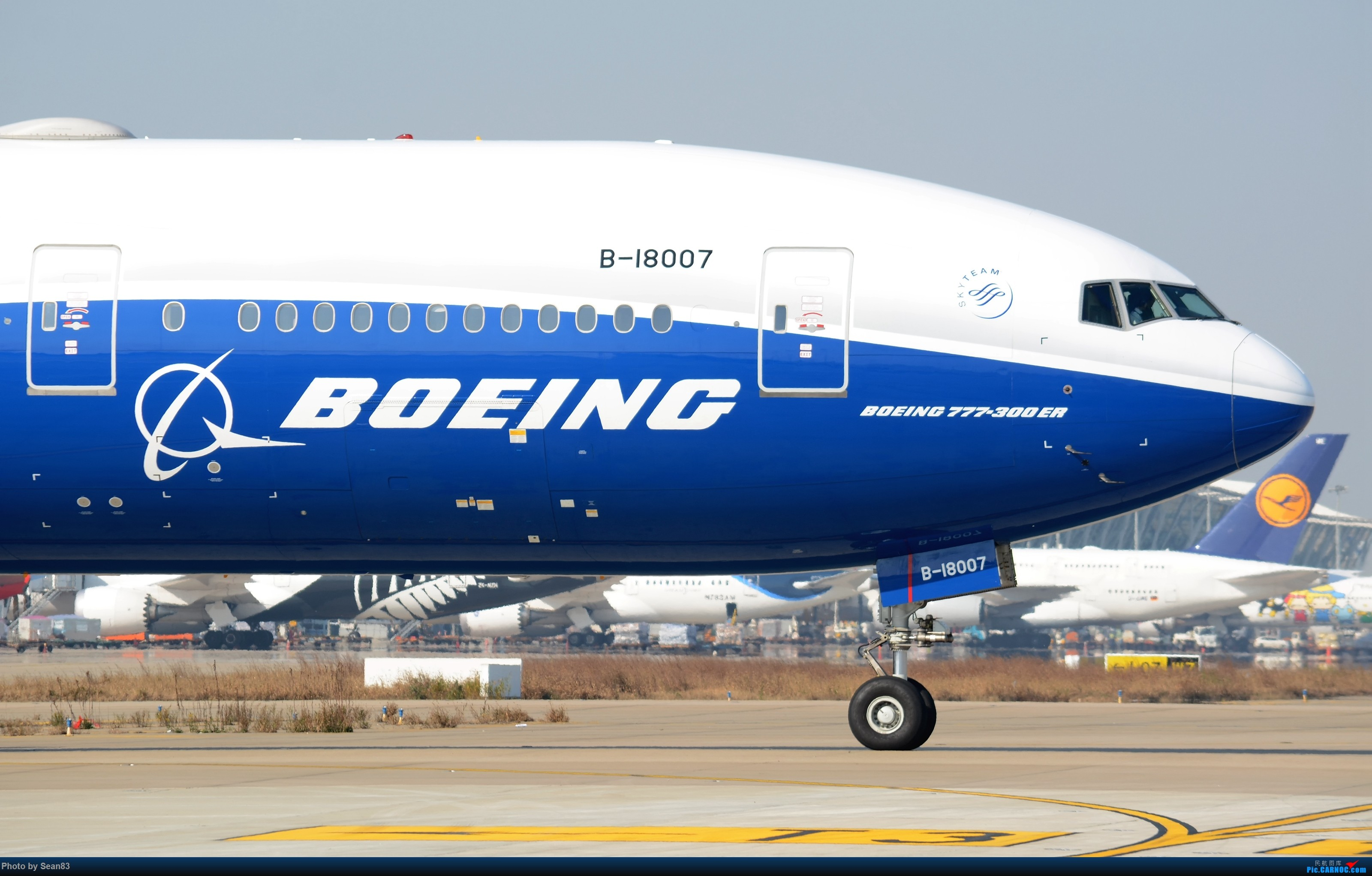 (PVG 3200*)蓝鲸大头照—幺捌洞洞拐 BOEING 777-300ER B-18007 上海浦东国际机场
