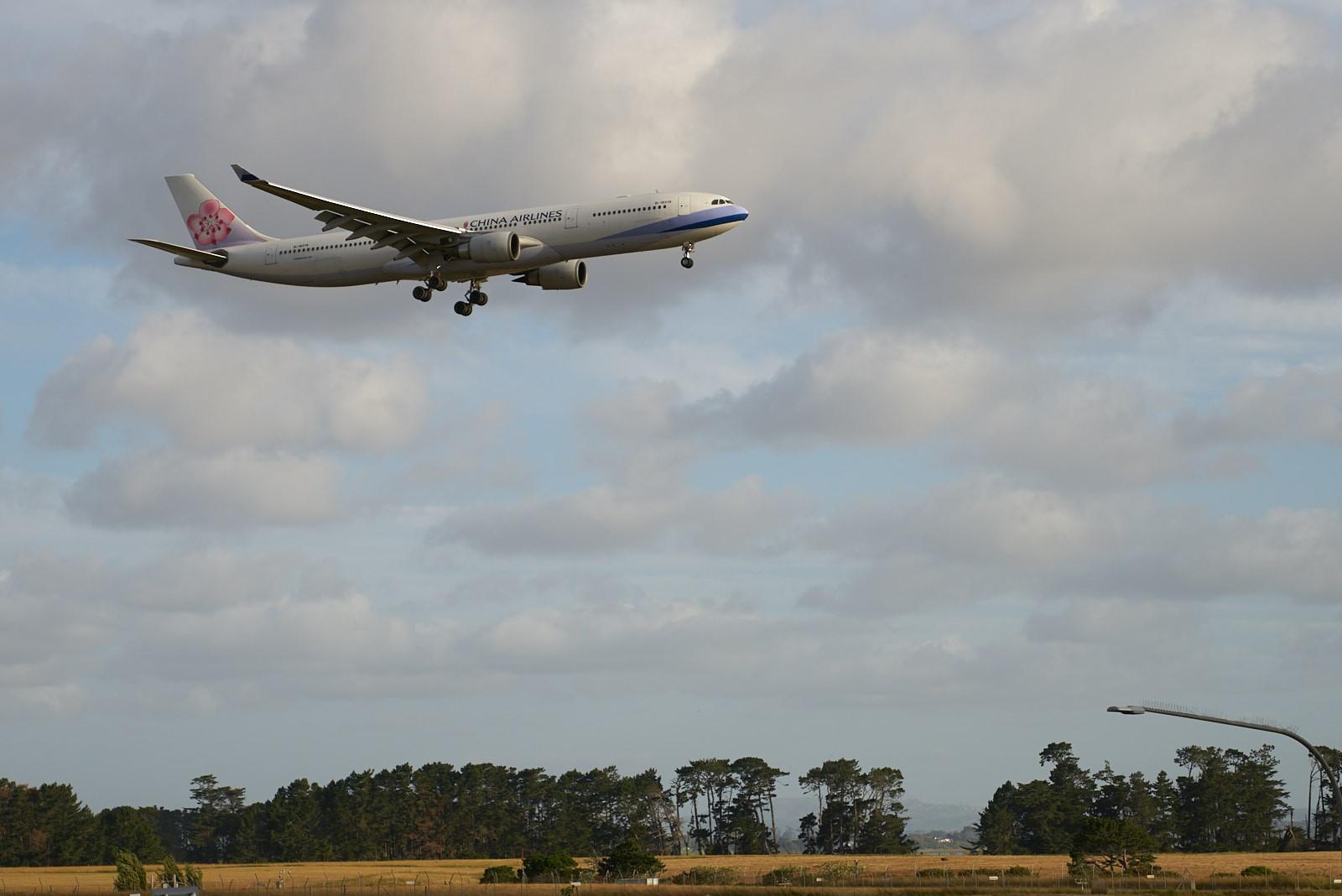 Re:AKL机场拍机 Dash8, 772 AIRBUS A330-200 B-18316