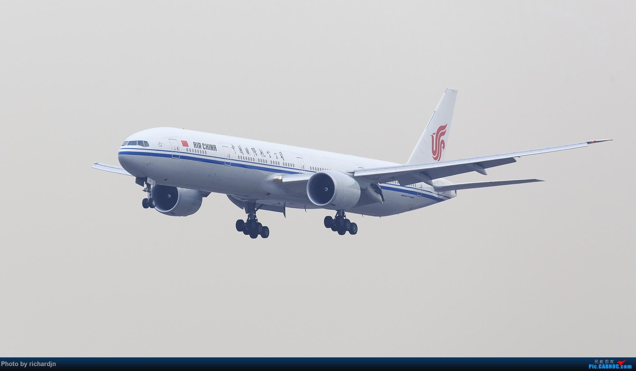 国航777-300ER(B-7952)北京01进场 BOEING 777-300ER B-7952 中国北京首都国际机场