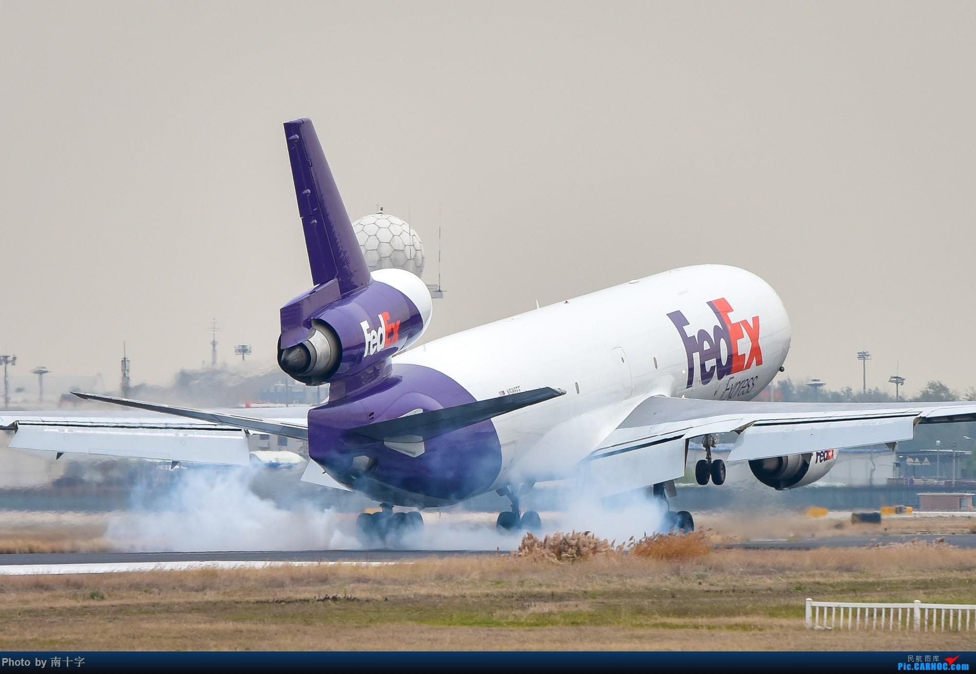 Re:[原创]「懒癌晚期突然来了精神」发发十一月的一次PEK拍机 (有空军一号) MCDONNELL DOUGLAS MD-11 N586FE 中国北京首都国际机场