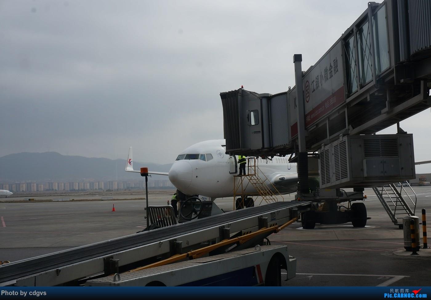 Re:[原创]KMG-LJG-KMG 东航&南航 省内刷航段,飞空客波音两种不同机型 BOEING 737-700 B-5822 中国昆明长水国际机场