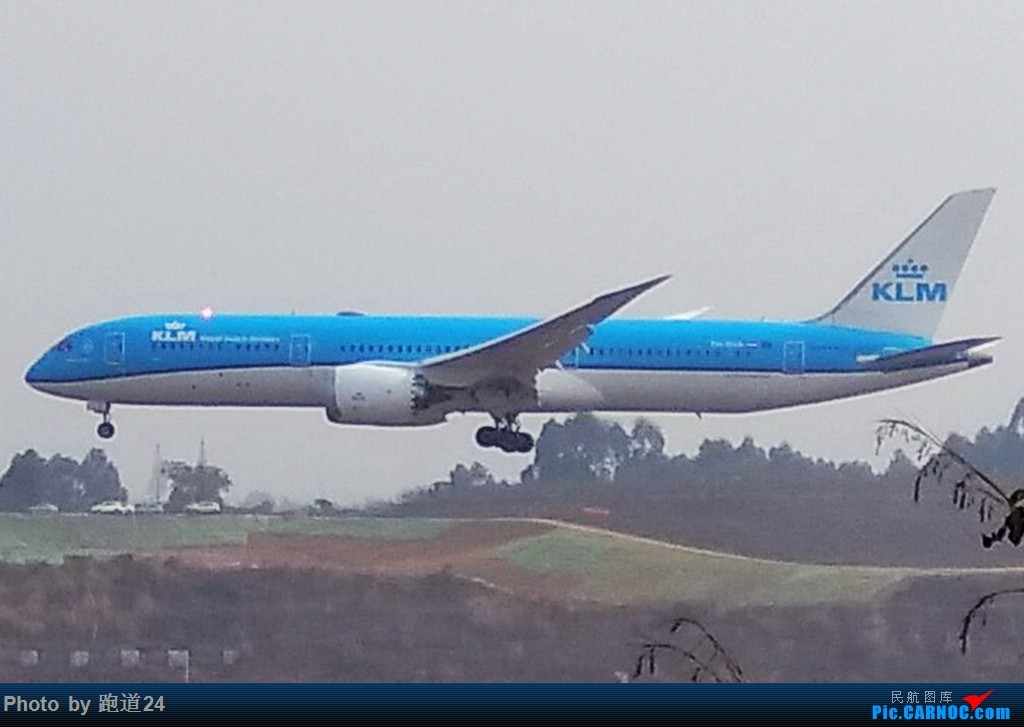 【多图党】2018年首次探访CTU 手机拍摄,大家见谅。 BOEING 787-9 PH-BHA 中国成都双流国际机场