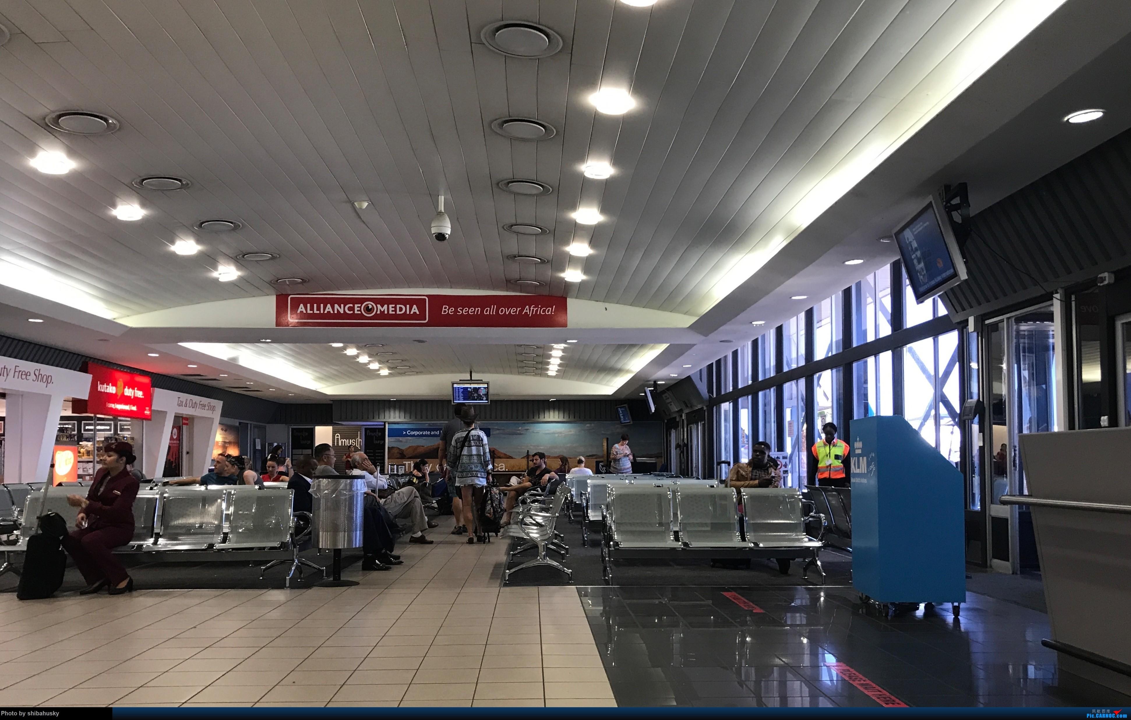 Re:[原创]新人第一帖 WVB-WDH-DOH-CDG-SOU 圣诞纳米比亚游记 体验稀有机型加辗转回英    纳米比亚温得和克卢格哈威机场