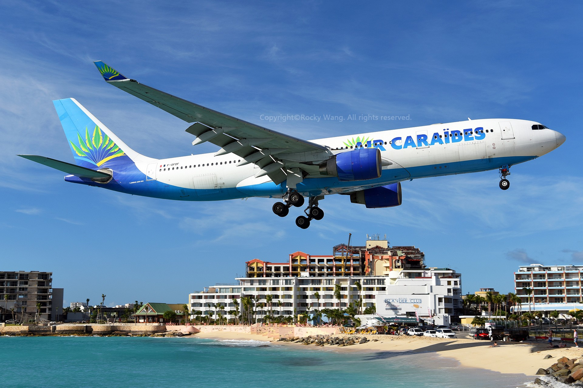 低 AIRBUS A330-200 F-OFDF 荷属安的列斯群岛朱利安娜公主机场