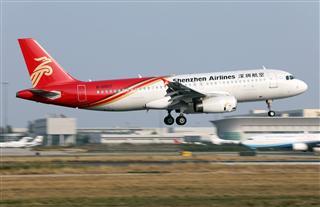 Re:深圳航空B-6807,Airbus A320-200在PEK降落瞬间三连拍。