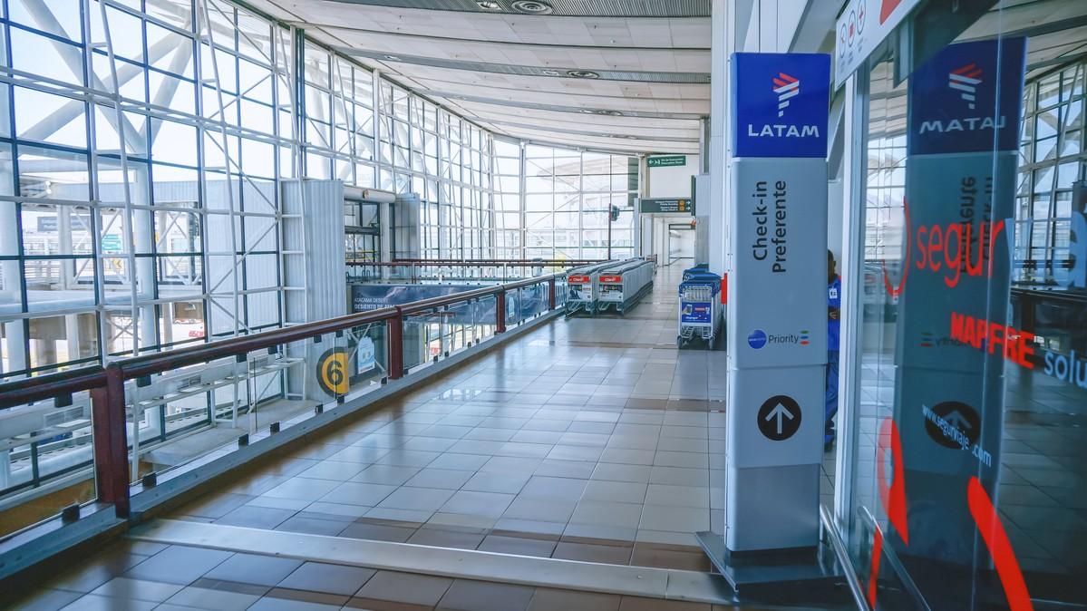 Re: [原创]【 寰球十万八千里   上集   取道南美 】    智利圣地亚哥机场