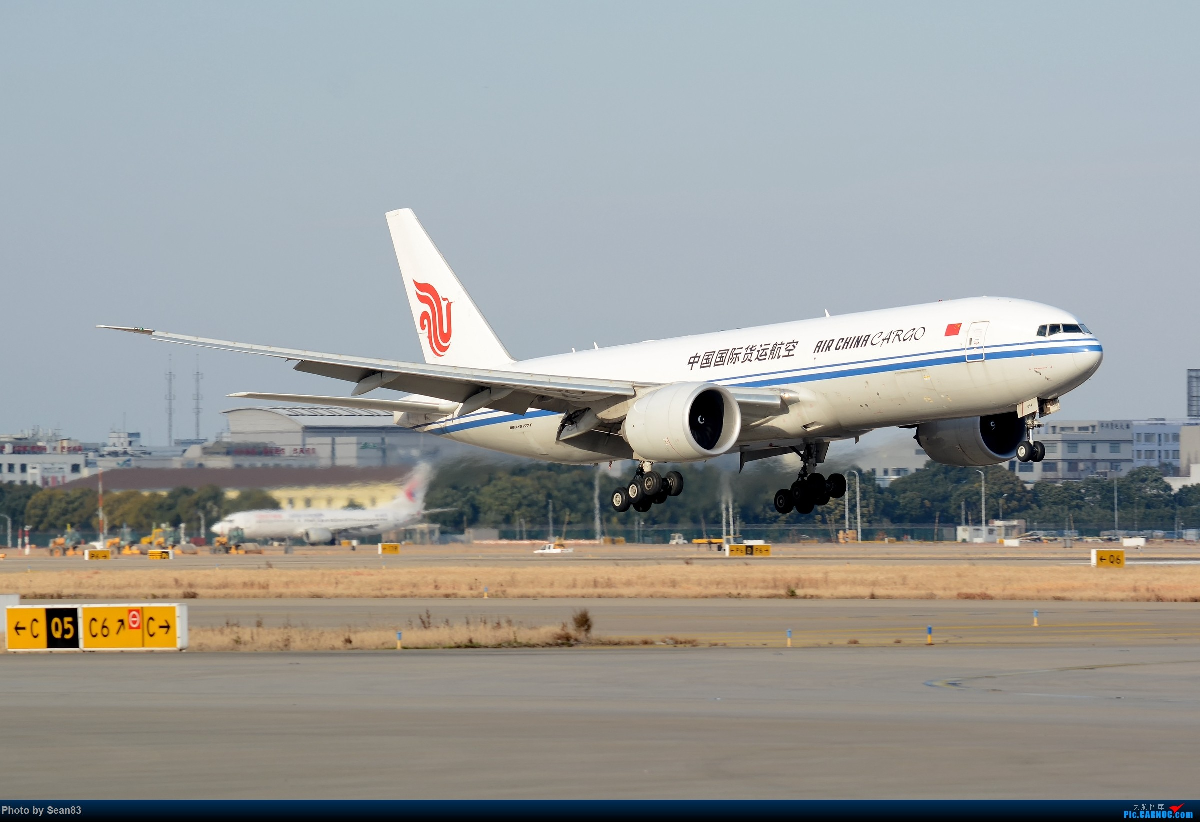 [原创](PVG) 凤凰着陆 BOEING 777-200 B-2094 上海浦东国际机场