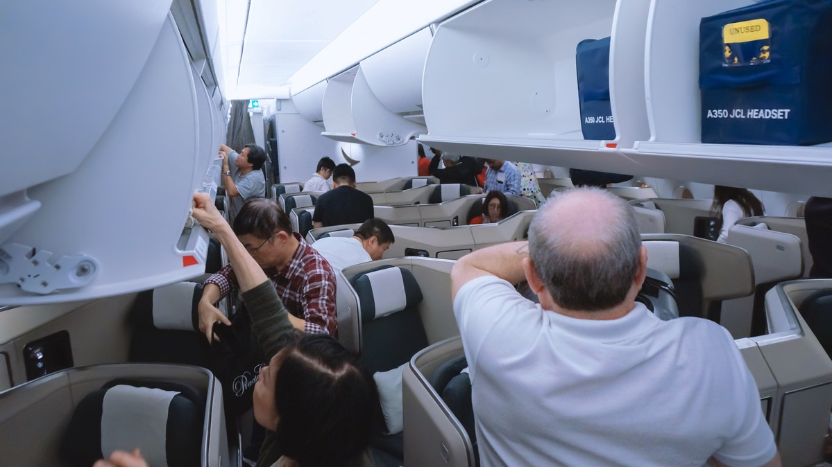 Re: [原创]【 寰球十万八千里 | 下集 | 午前曳航 】 AIRBUS A350-900 B-LRF 中国香港国际机场