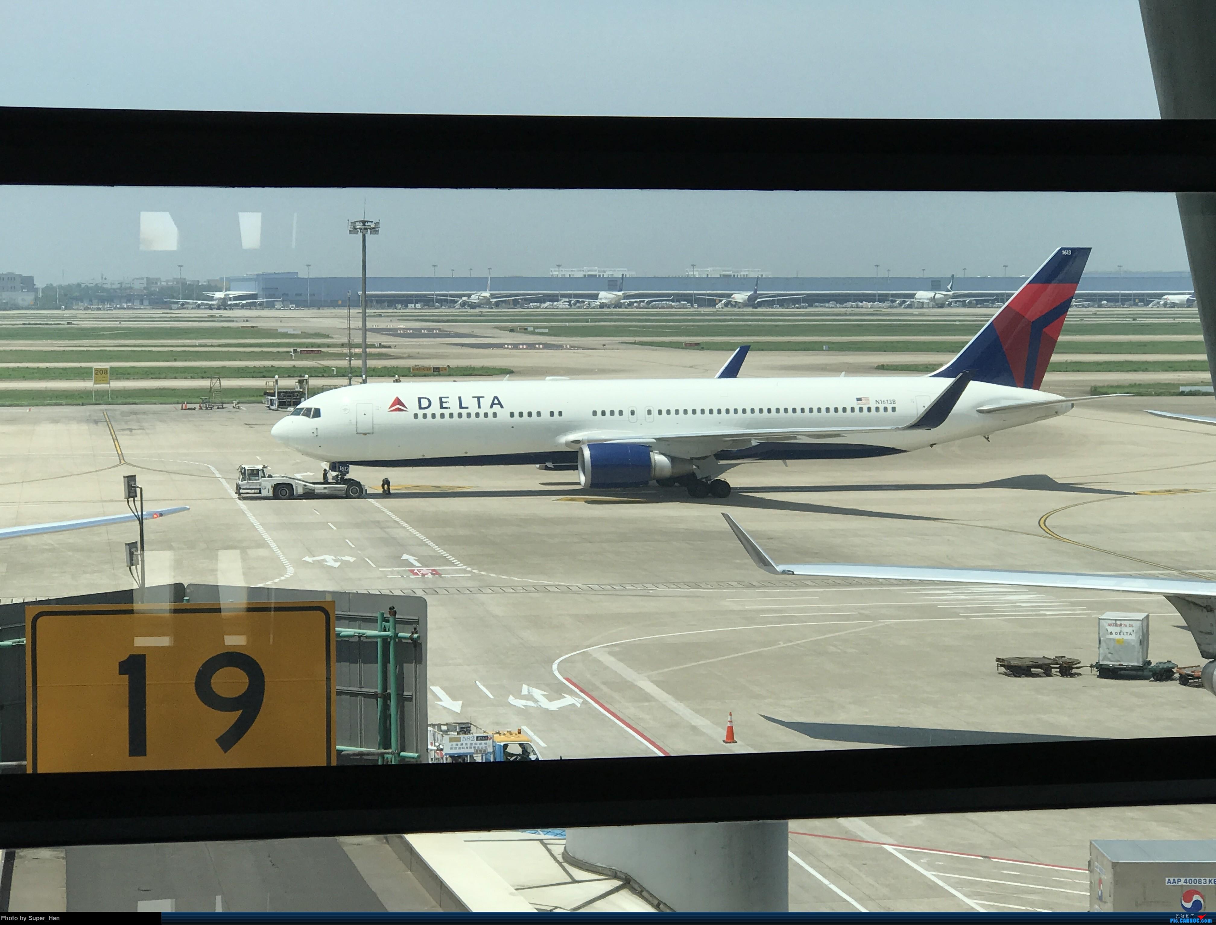 [原创]PVG-AMS 第一次走进阿姆斯特丹史基浦机场! BOEING 767-300ER N1613B 中国上海浦东国际机场