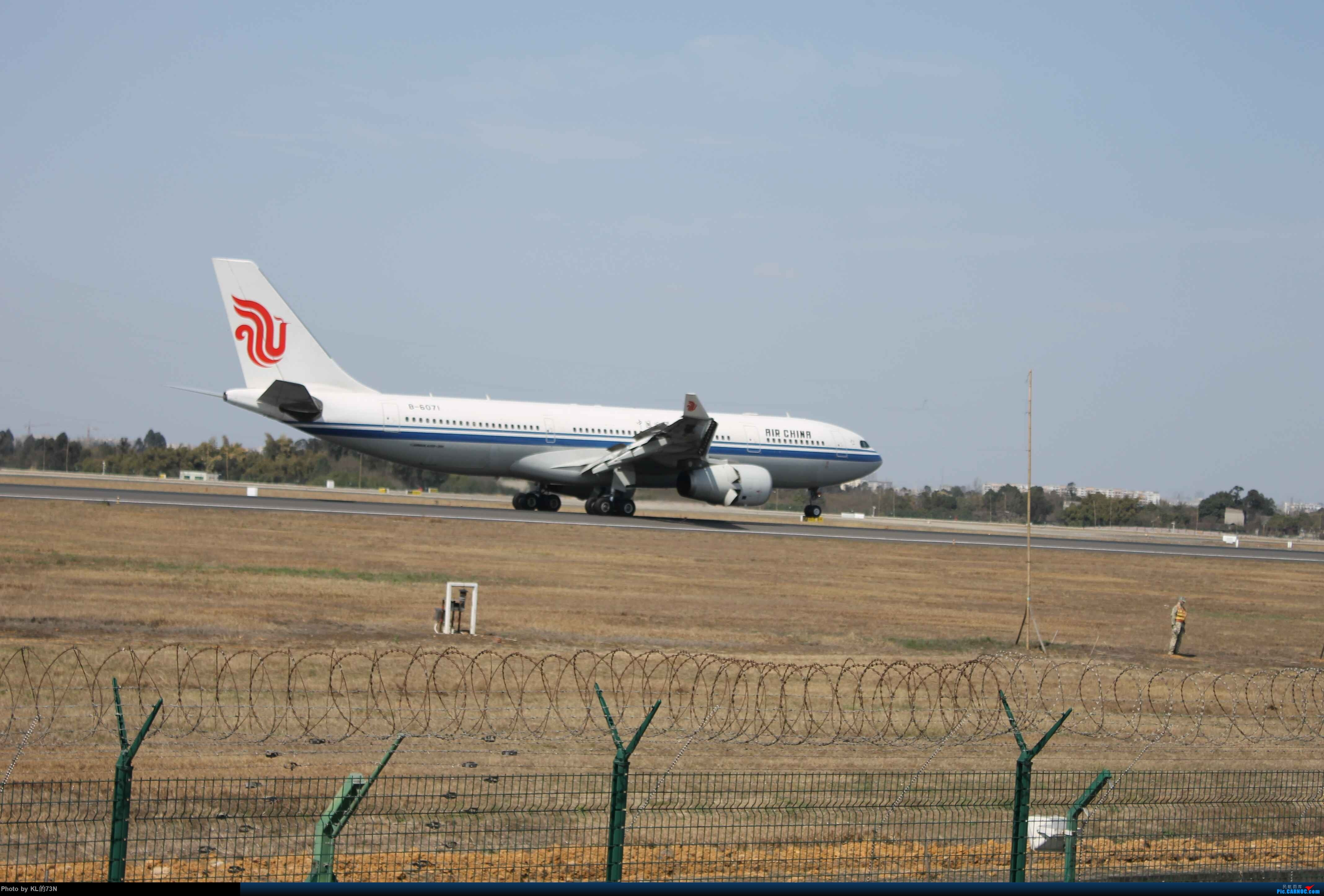 Re:[原创]新人CTU摄(请自动忽略图片里的杆子) AIRBUS A330-200 B-6071 成都双流国际机场