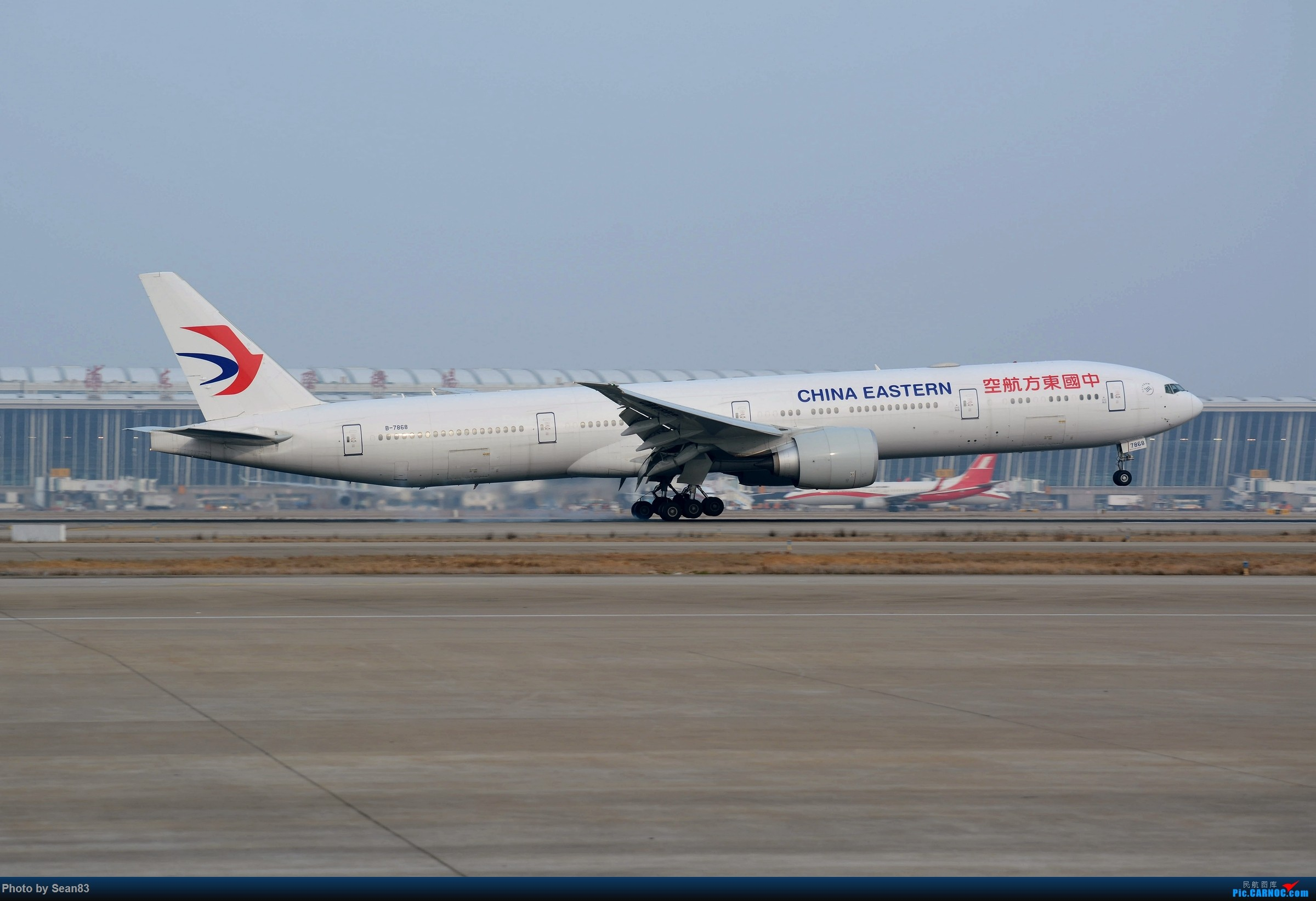 (PVG)夜幕降临 BOEING 777-300ER B-7868 中国上海浦东国际机场