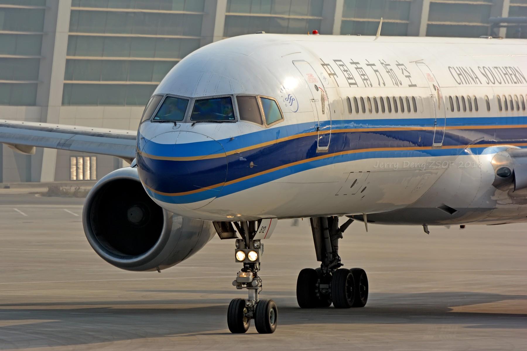 [原创]【多图党】拐伍拐 BOEING 757-200 B-2812 中国郑州新郑国际机场