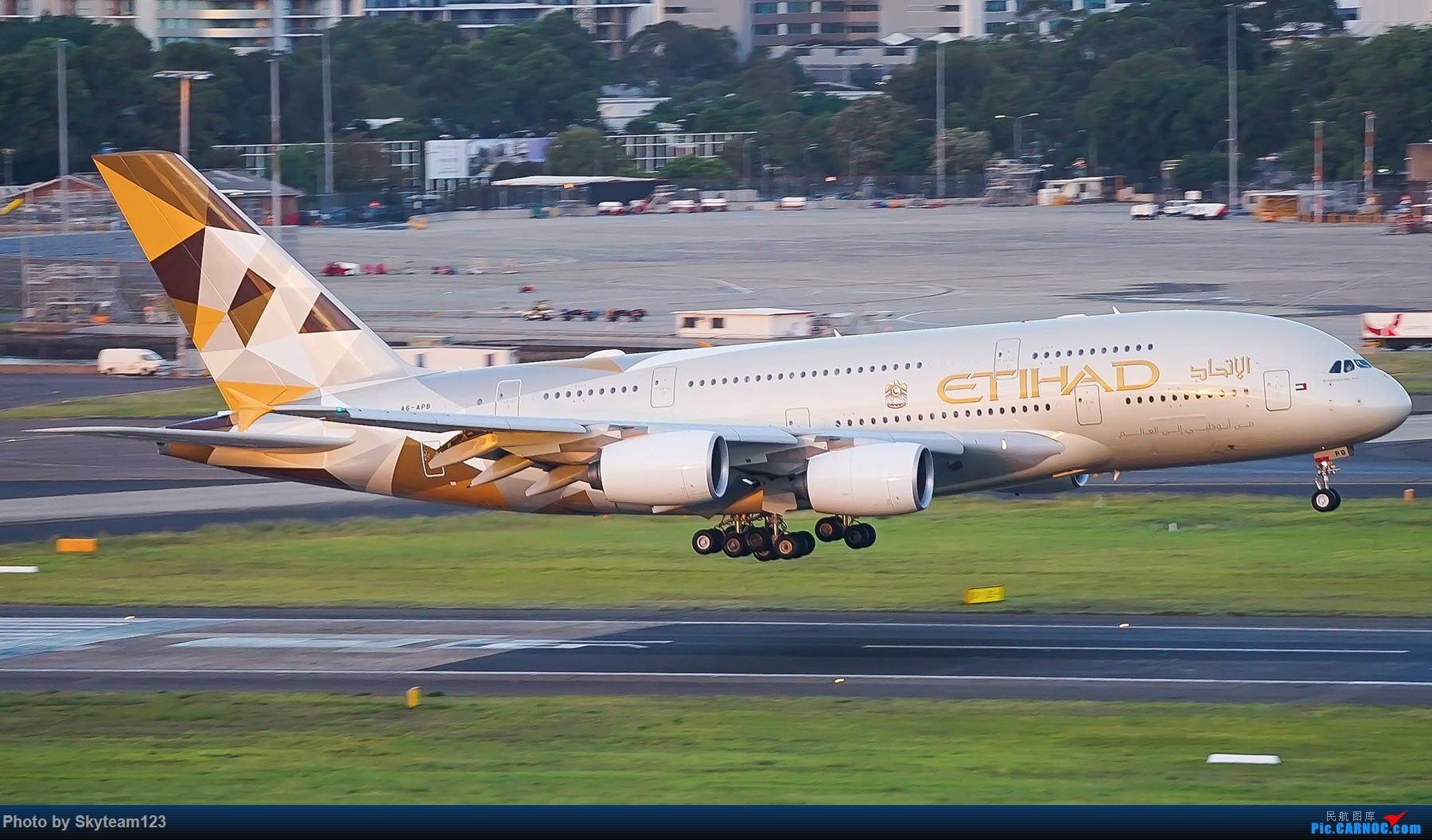Re:[原创]【SYD】解锁T1国际航站旁停车场顶楼拍机位 下午16R抵达的好货们以及夜拍轨迹 AIRBUS A380-800 A6-APB