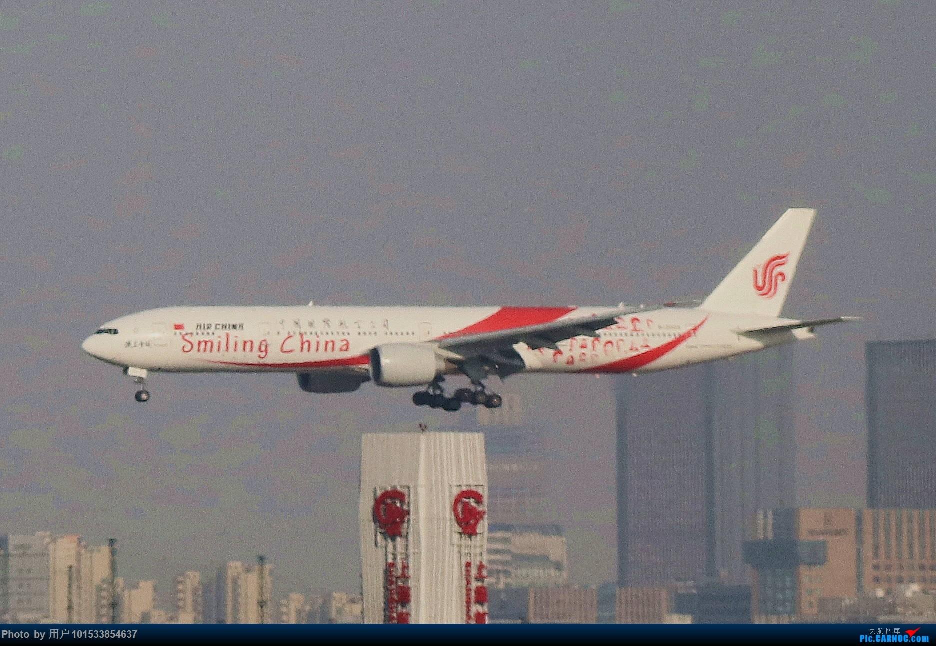 """[原创]国航""""微笑中国号""""降落虹桥机场(B-2035) BOEING 777-300ER B-2035 中国上海虹桥国际机场"""