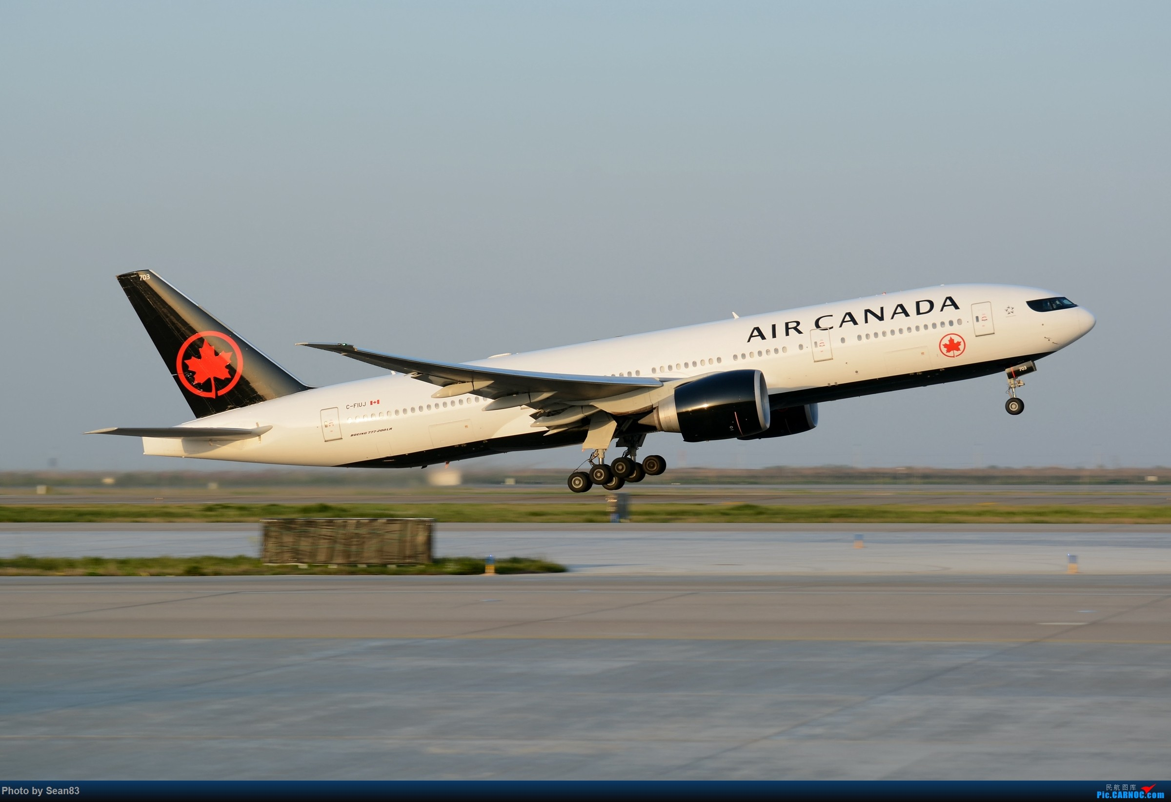 [原创](PVG)AC的墨镜 BOEING 777-200LR C-FIUJ 中国上海浦东国际机场