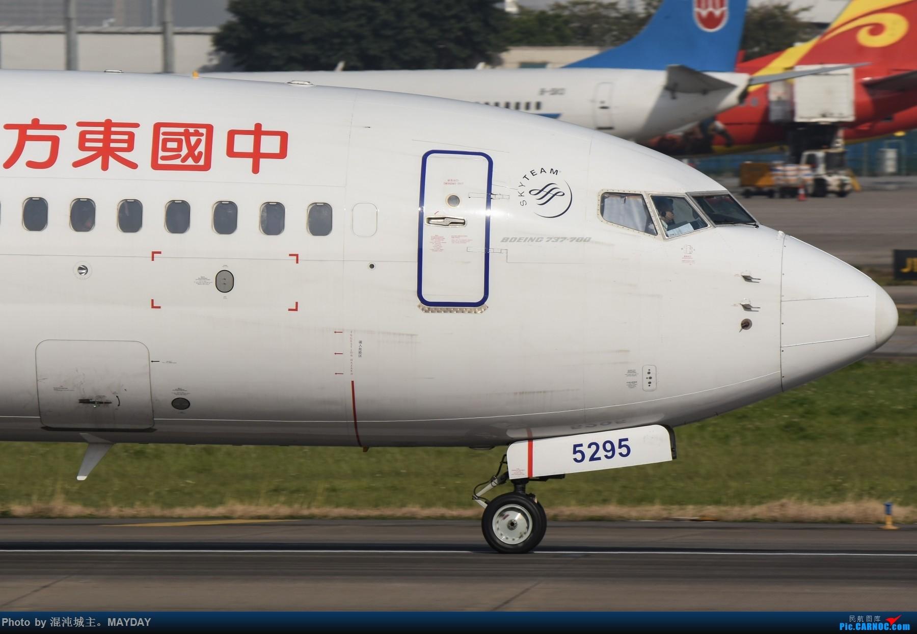 Re:[原创]试镜..细节. BOEING 737-700 B-5295 中国广州白云国际机场