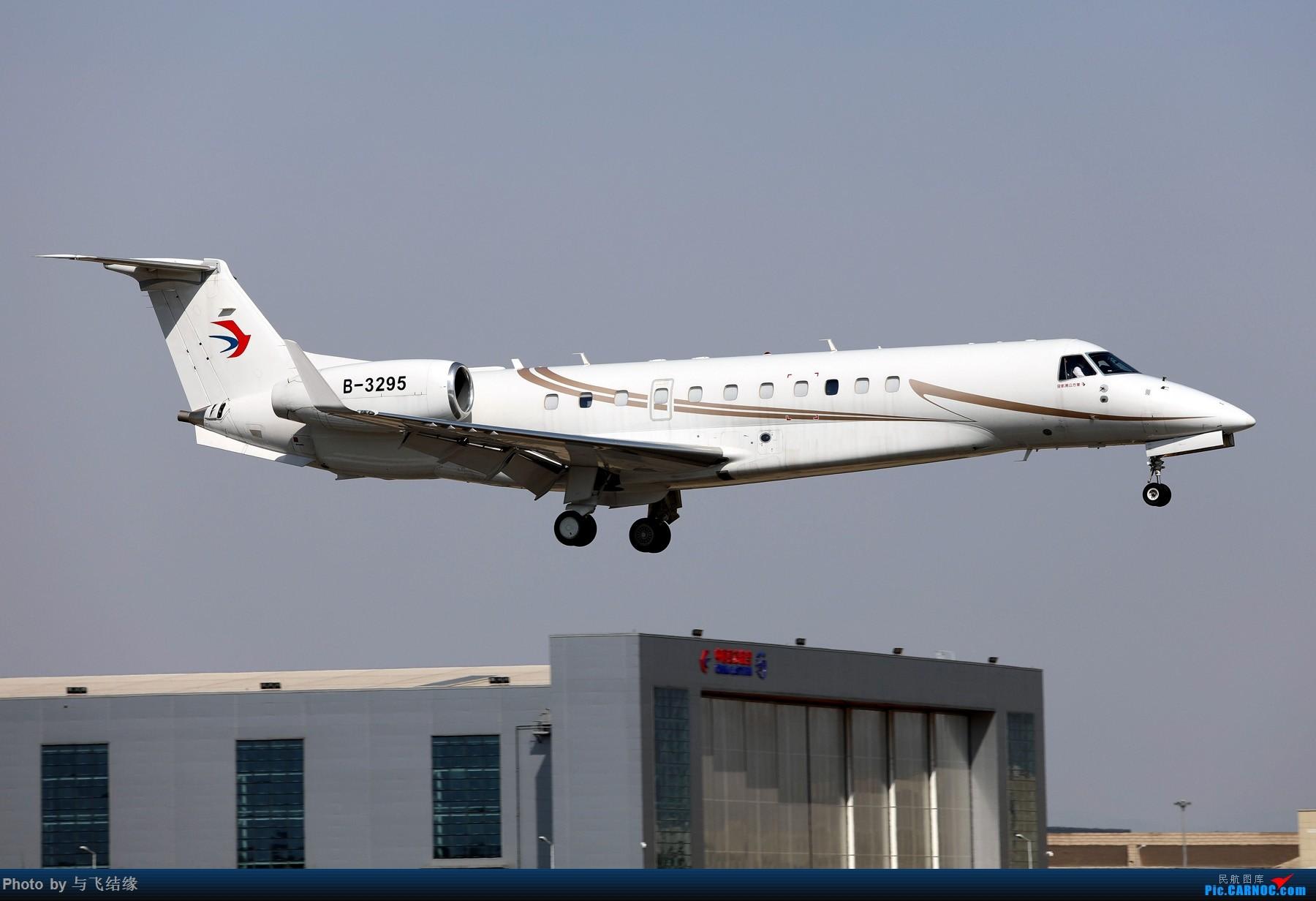 东航公务机 EMBRAER LEGACY 650 B-8295 中国北京首都国际机场