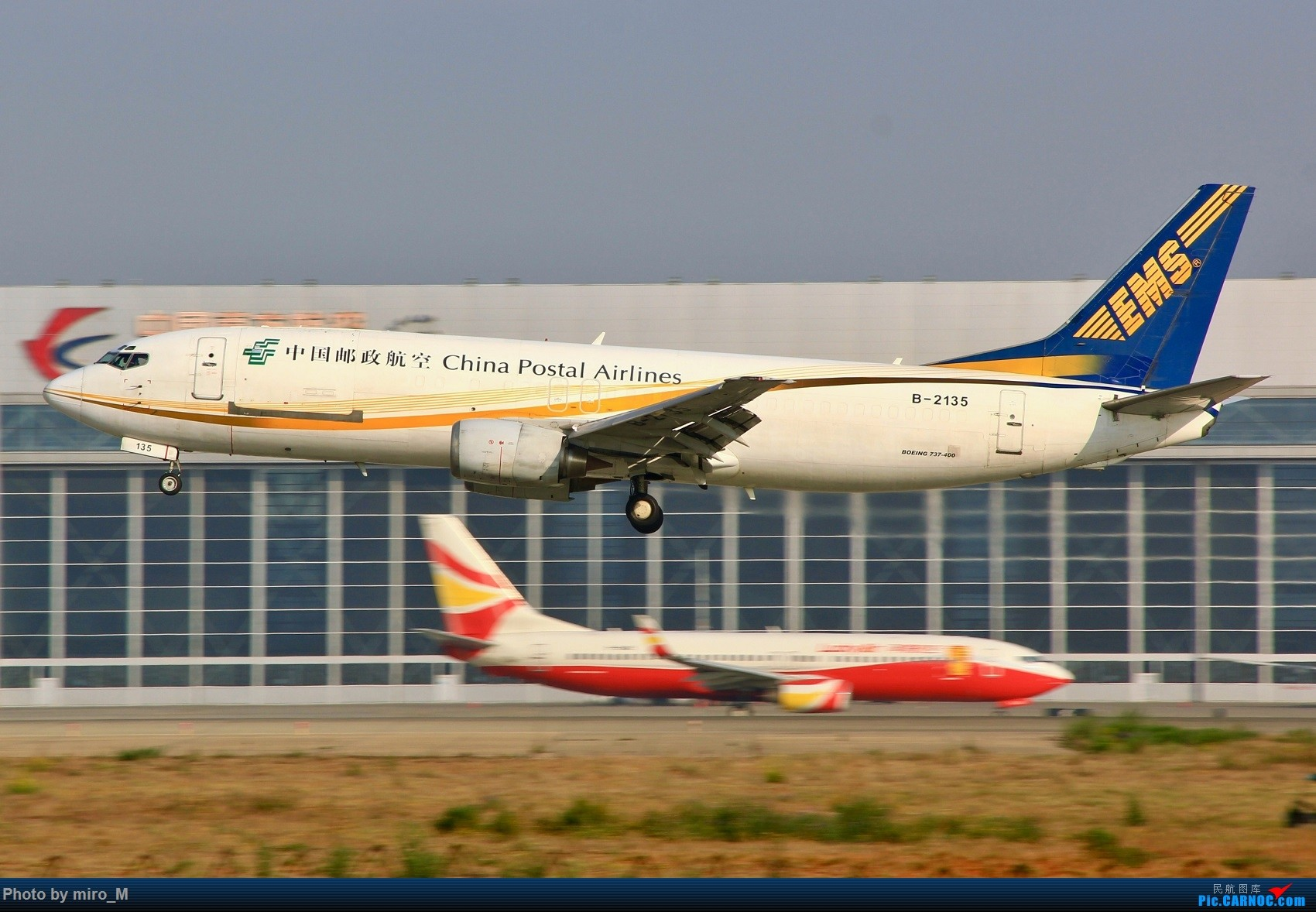 Re:您好,快递到了~ BOEING 737-400 B-2135 中国昆明长水国际机场