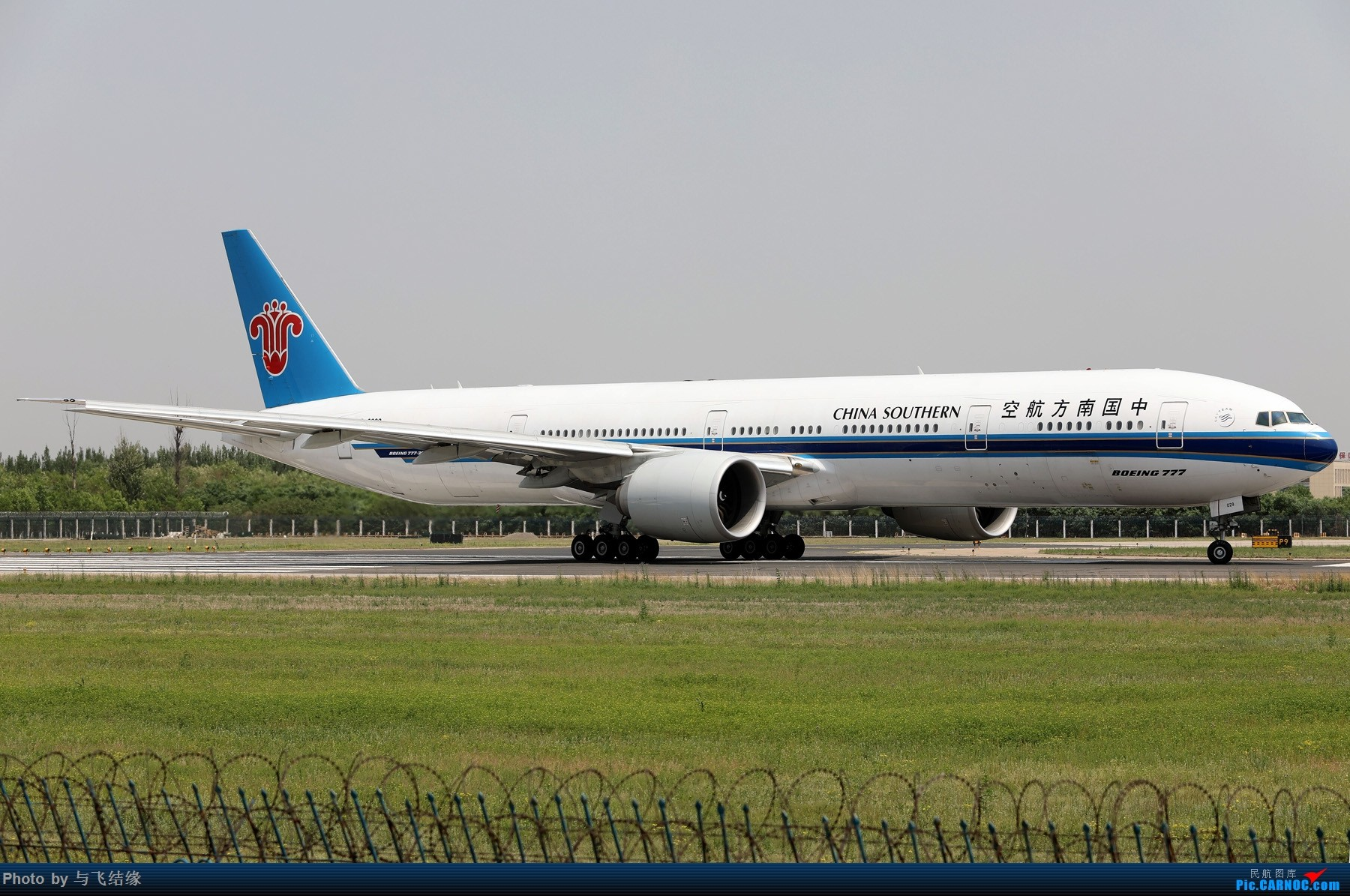 Re:[原创]中国南方航空专辑图一组! BOEING 777-300ER B-2029 中国北京首都国际机场