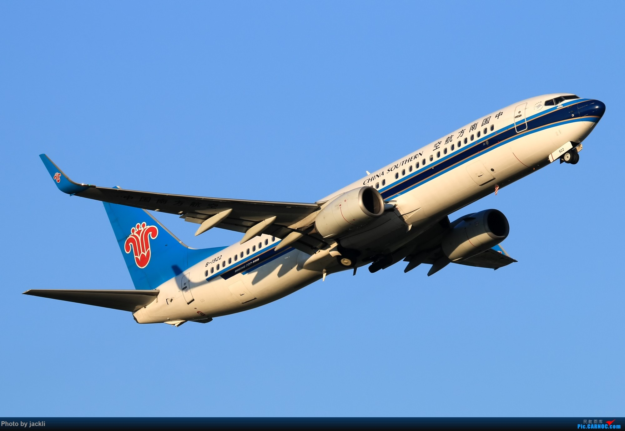 Re:[原创]【JackLi】航展之外的繁忙--近期珠海机场拍机~ BOEING 737-800 B-1922 中国珠海金湾机场