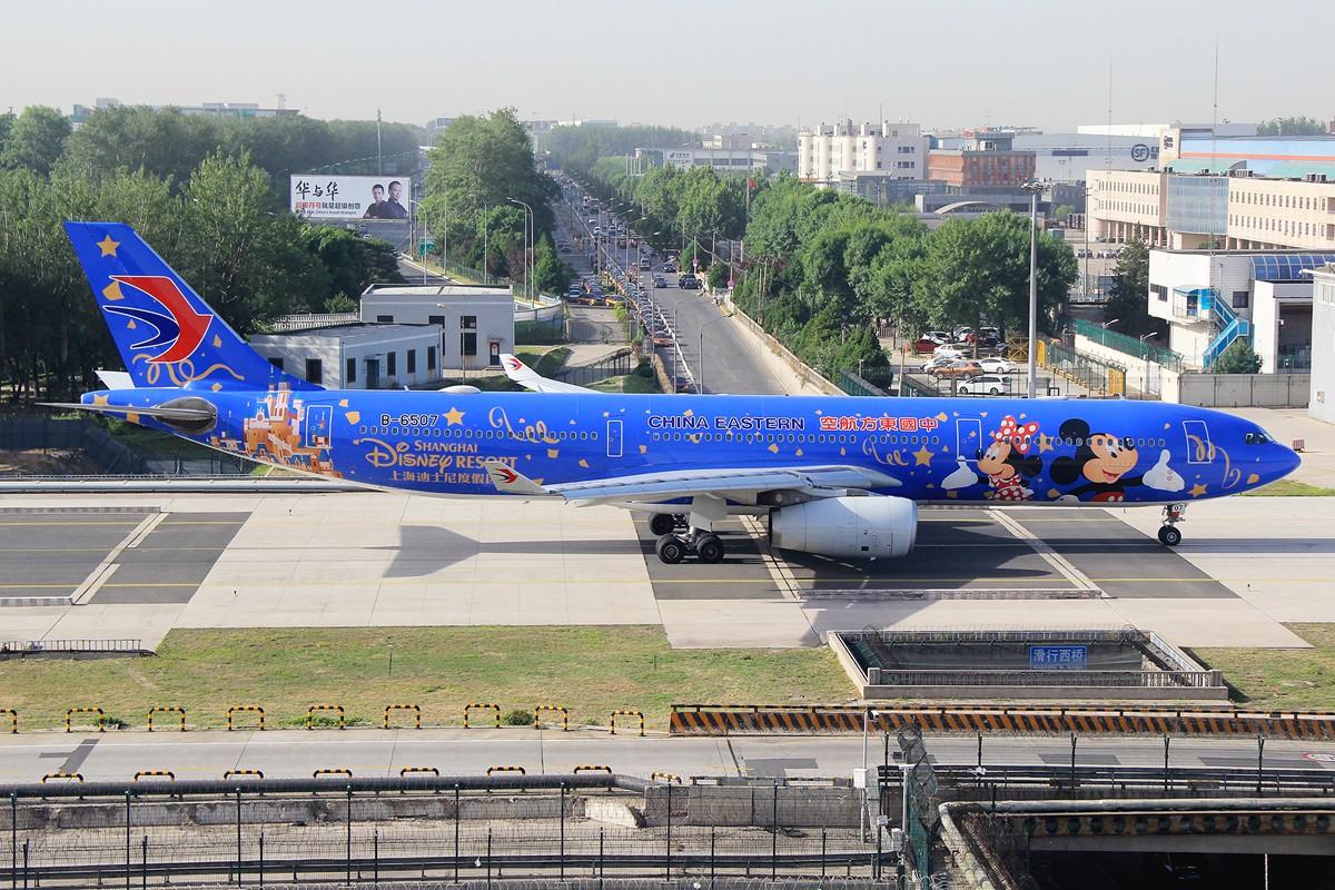 【PEK】杂图2张│米老鼠&巴斯光年 AIRBUS A330-300 B-6507 中国北京首都国际机场