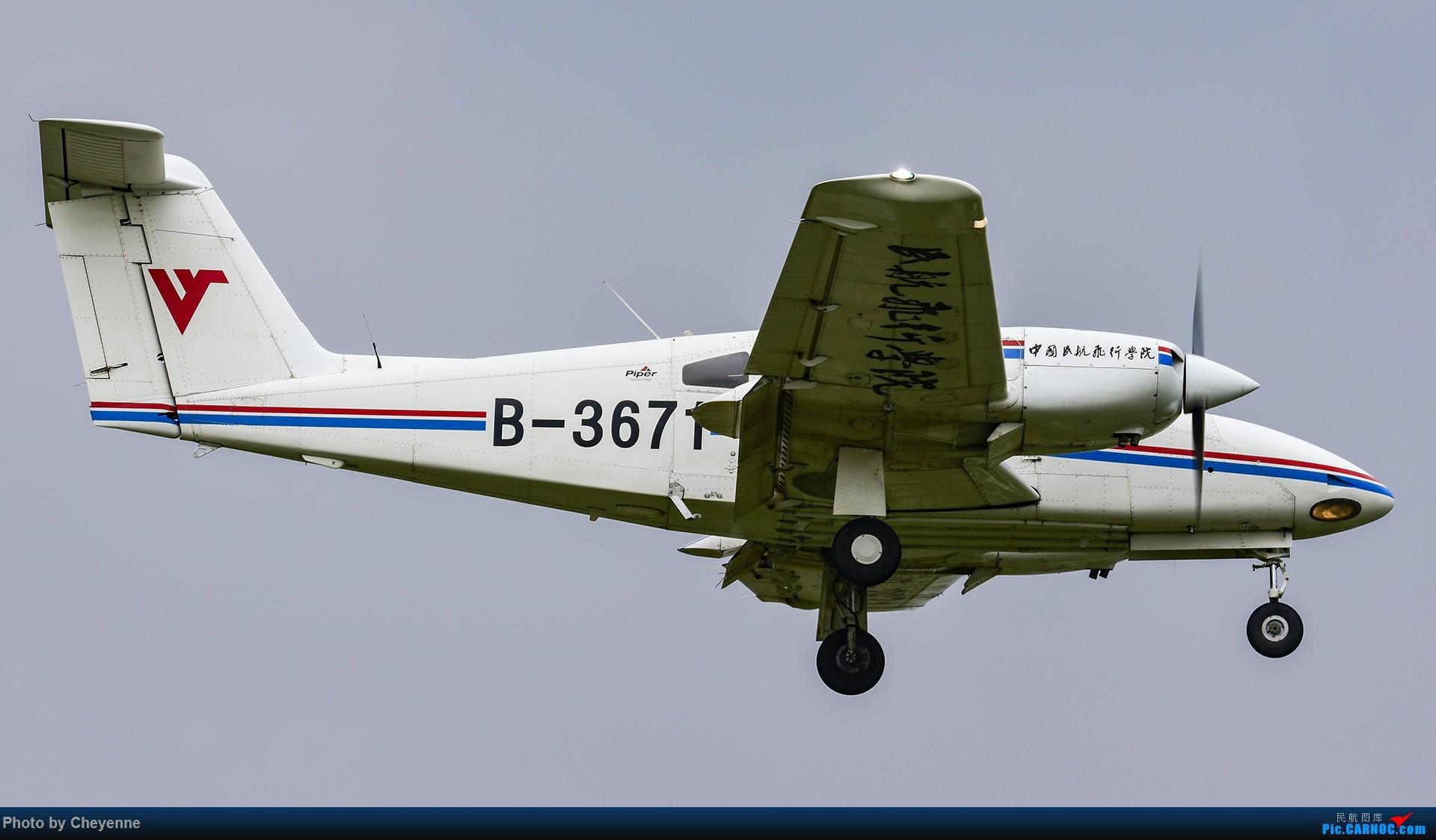 Re:[原创]鸭子河边的日常 PIPER PA-44-180 B-3671 中国广汉机场