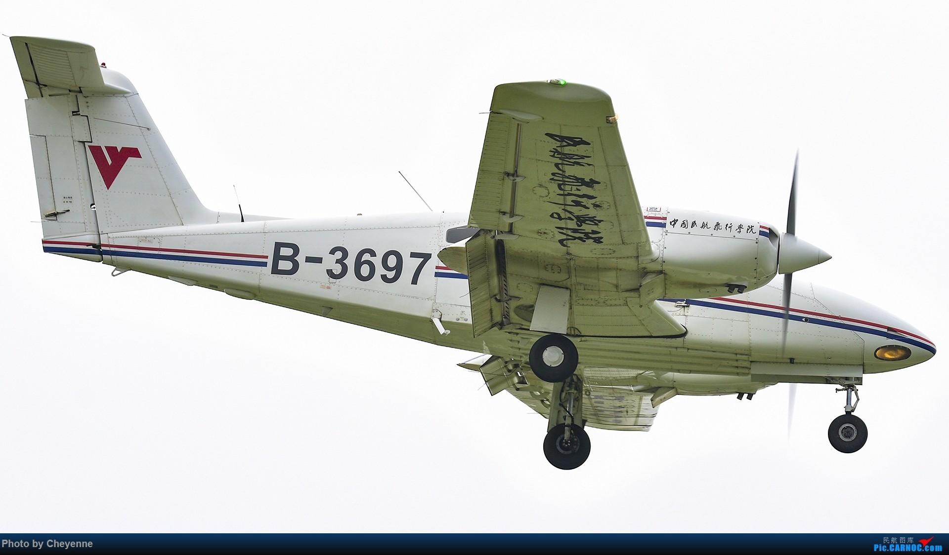 Re:[原创]鸭子河边的日常 PIPER PA-44-180 B-3697 中国广汉机场