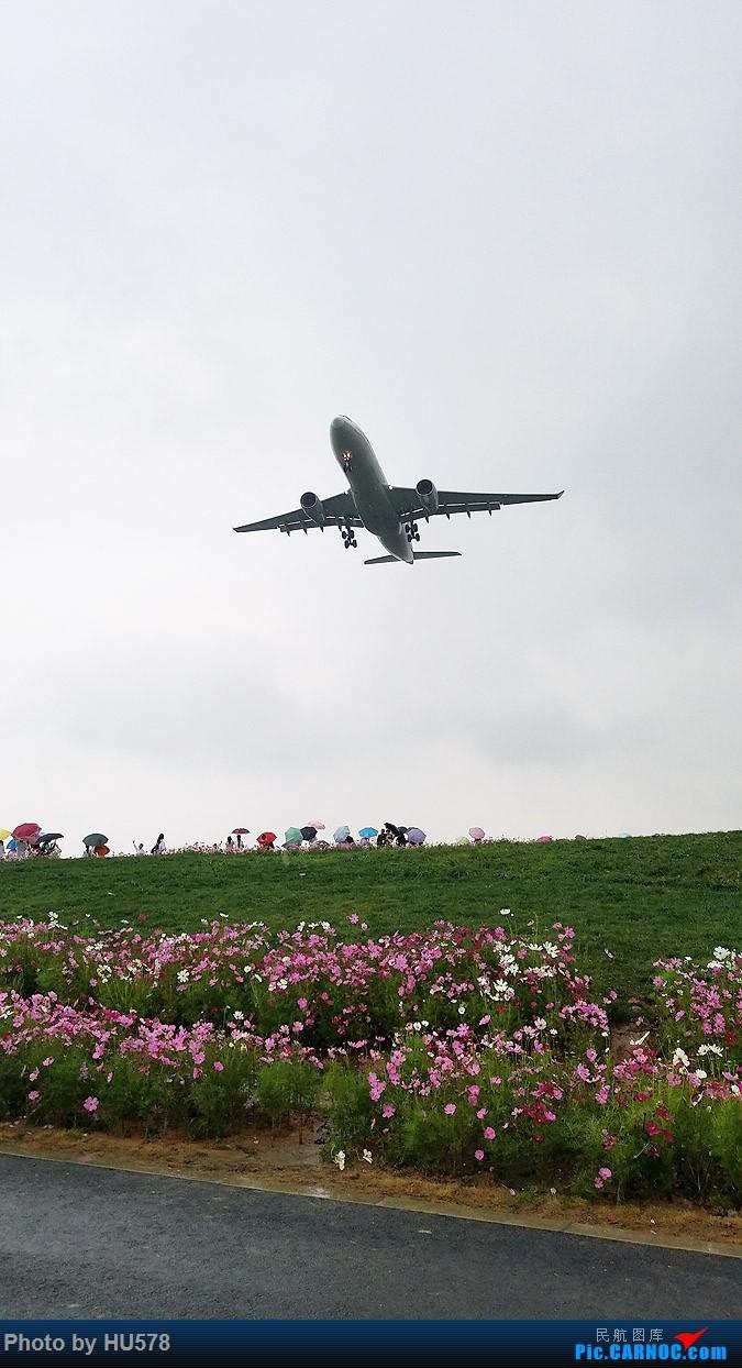 Re:[原创]成都的网红地,成卢兹的观景台,现已暂时封闭,阴雨天手机图渣慎入,随便加几张拉烟吹水    中国成都双流国际机场