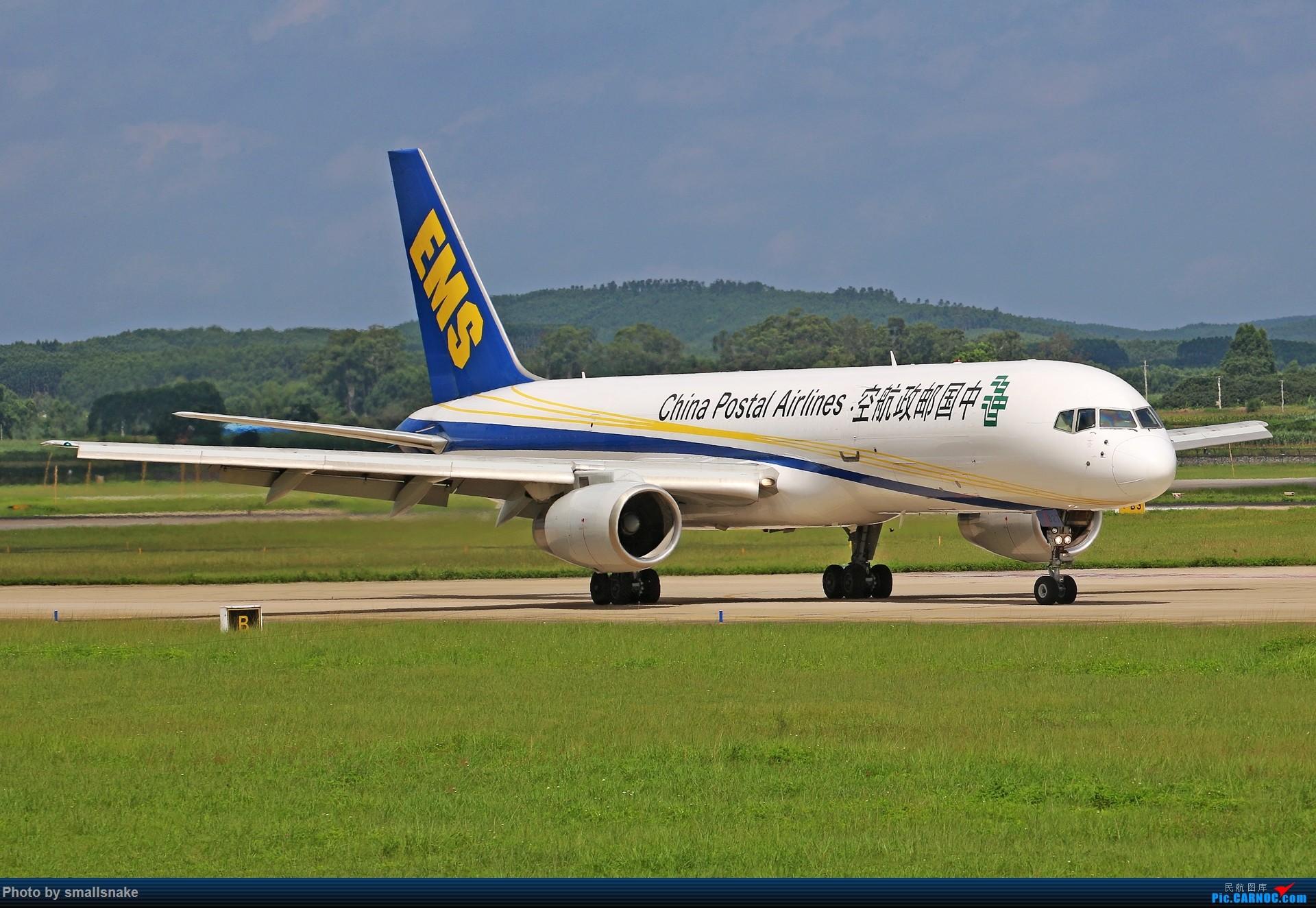 Re:[原创]近期NNG随摄...国航738MAX首航... BOEING 757-200 B-2827 中国南宁吴圩国际机场