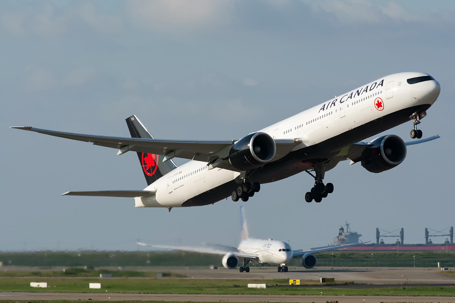 [原创]【PVG】天上飞的地上跑的水里游的,齐活~ BOEING 777-300ER C-FITU 中国上海浦东国际机场