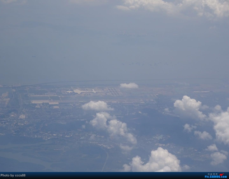 Re:Re:[原创]飞越香港机场时,云中鸟瞰香港机场    中国香港国际机场