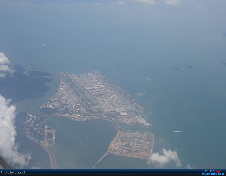 Re:[原创]飞越香港机场时,云中鸟瞰香港机场    中国香港国际机场