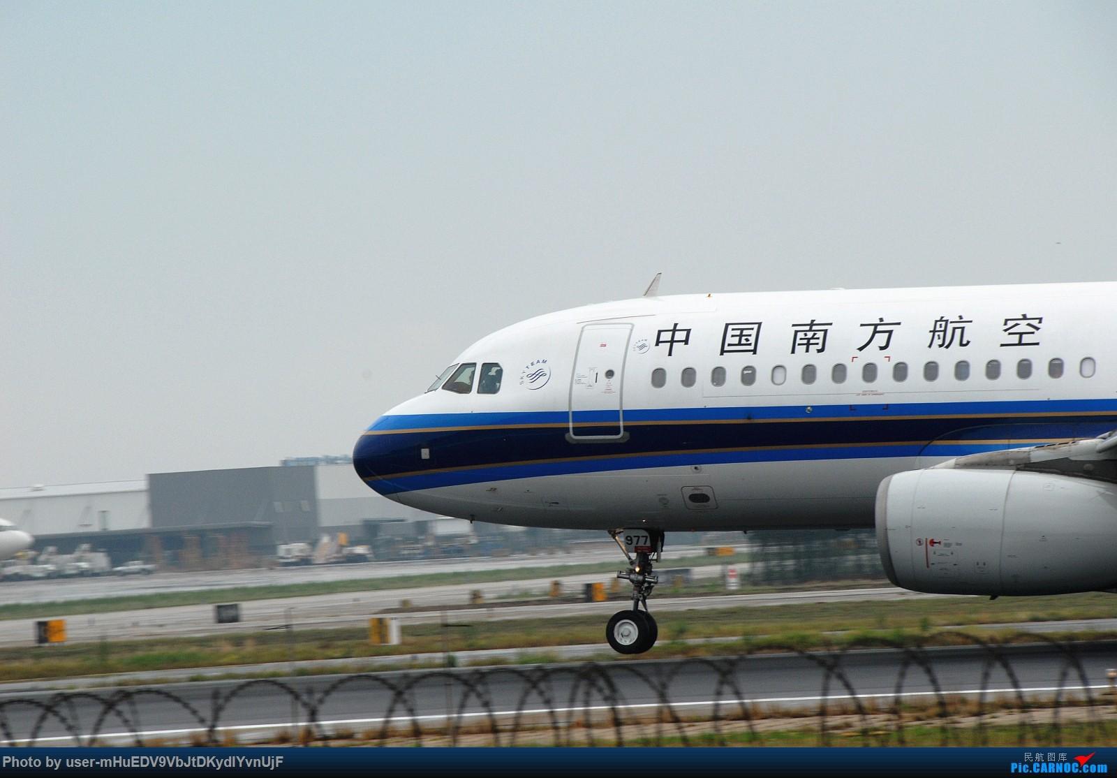 Re:[原创]萌新第一次pek拍机大佬们多多指教〉〉〉 AIRBUS A320-200 B-6977 中国北京首都国际机场