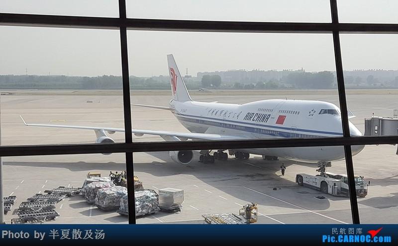 Re:[原创]A380主轮降温作业,道格拉斯抱轮车,747、330,多图 BOEING 747-400 B-2447 中国北京首都国际机场