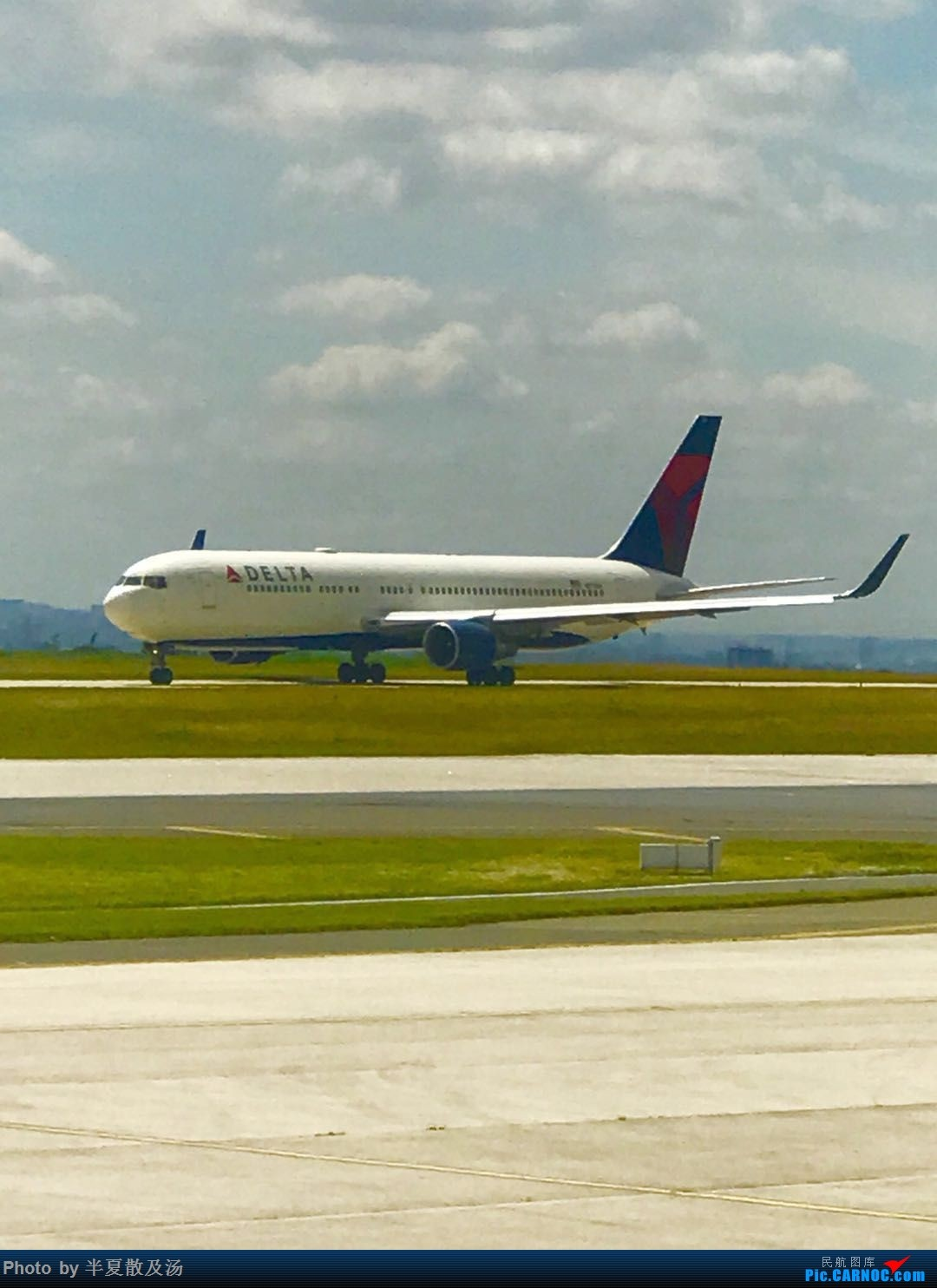 Re:A380主轮降温作业,道格拉斯抱轮车,747、330,多图