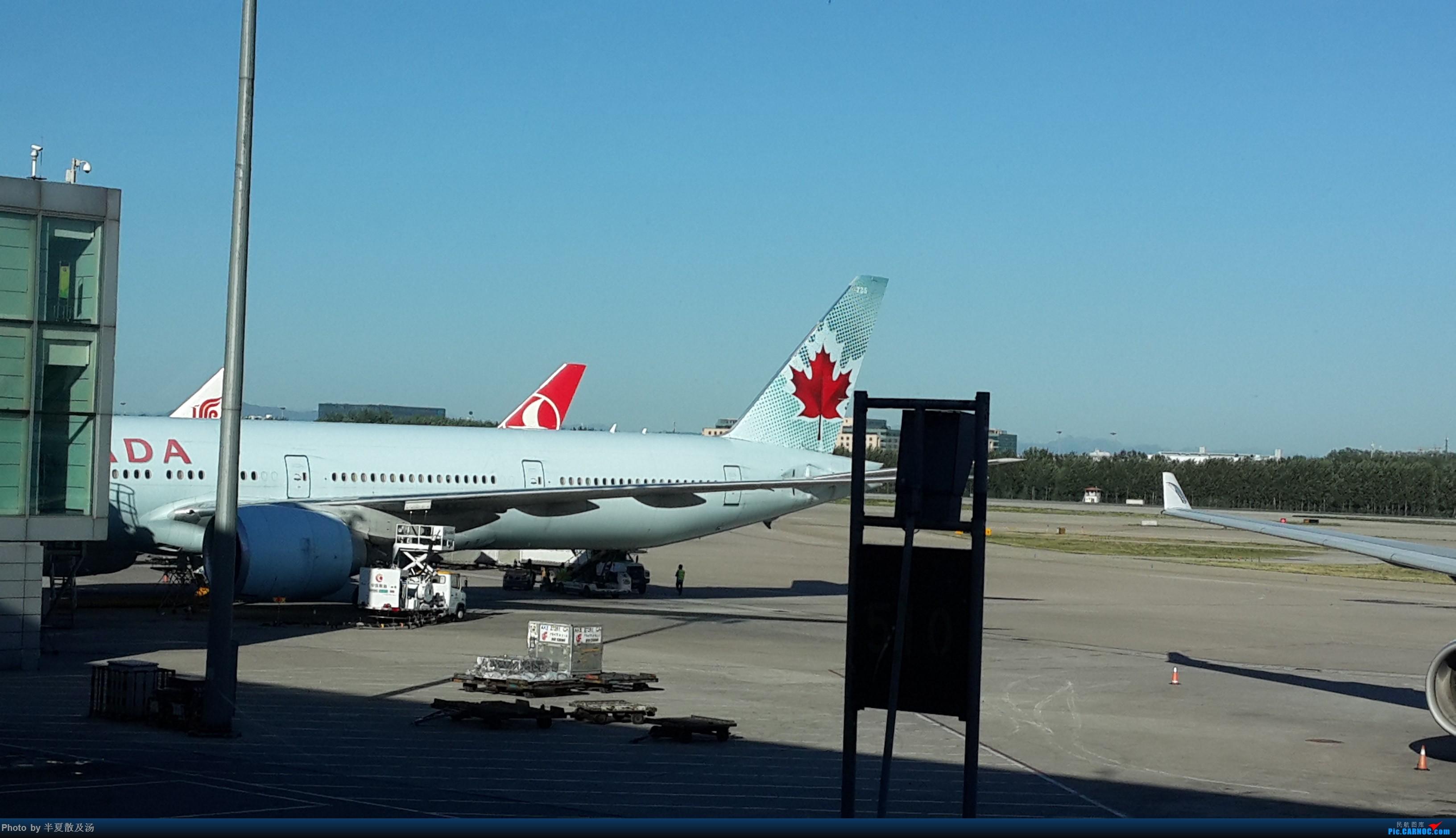 Re:A380主轮降温作业,道格拉斯抱轮车,747、330,多图 BOEING 777-300ER  中国北京首都国际机场
