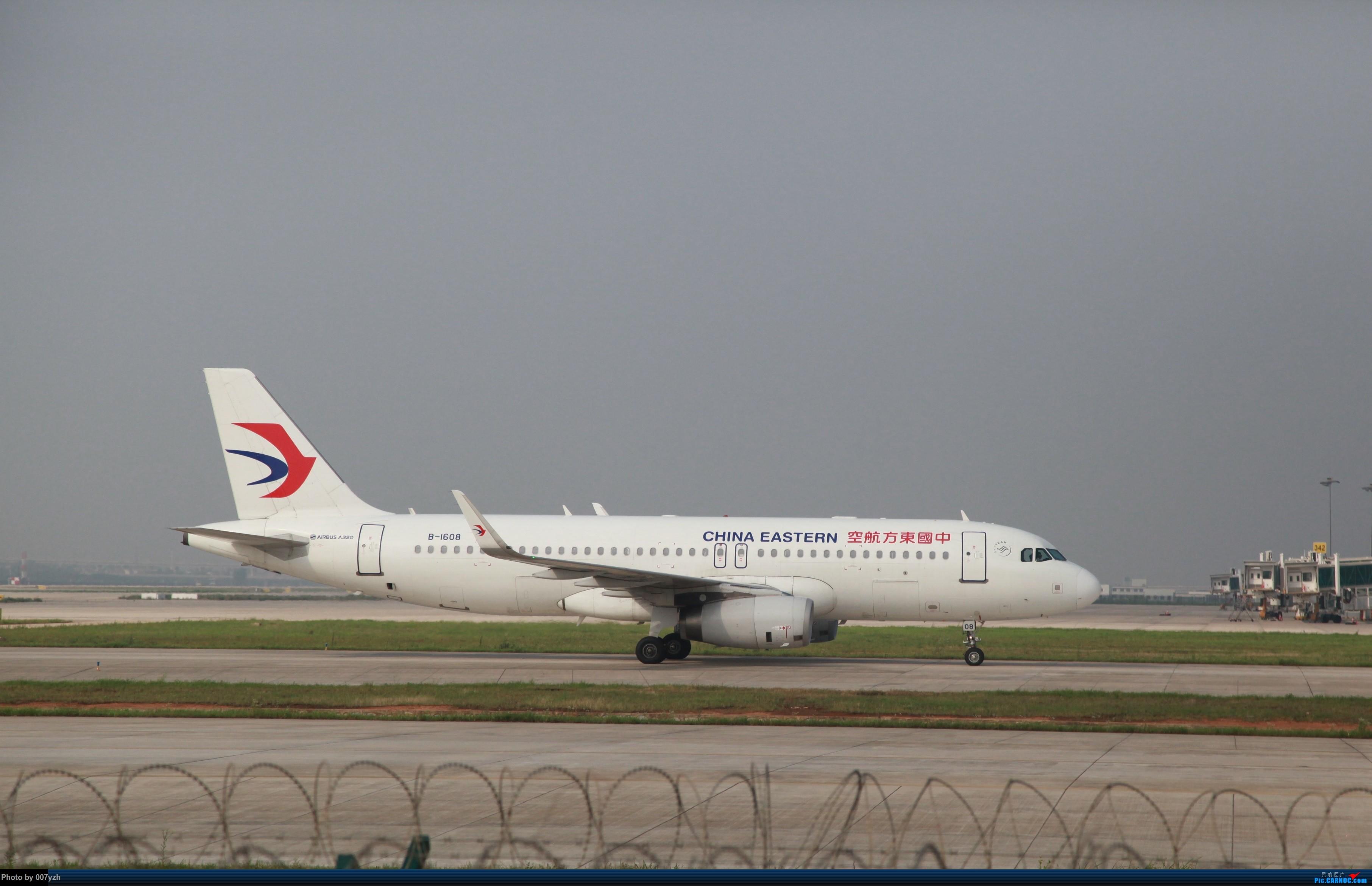 [原创][单图党]一架小东航 AIRBUS A320-200 B-1608 中国武汉天河国际机场