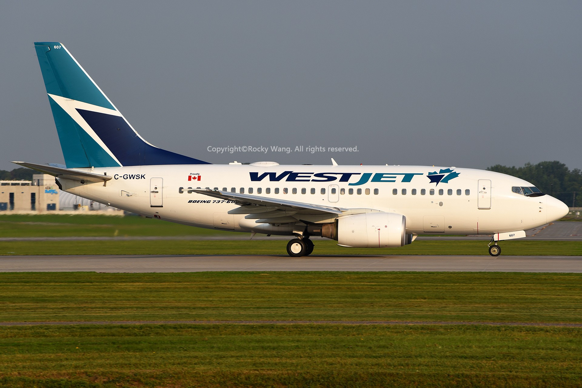 Re:[原创]窄体连连看 BOEING 737-6CT C-GWSK 加拿大蒙特利尔特鲁多机场
