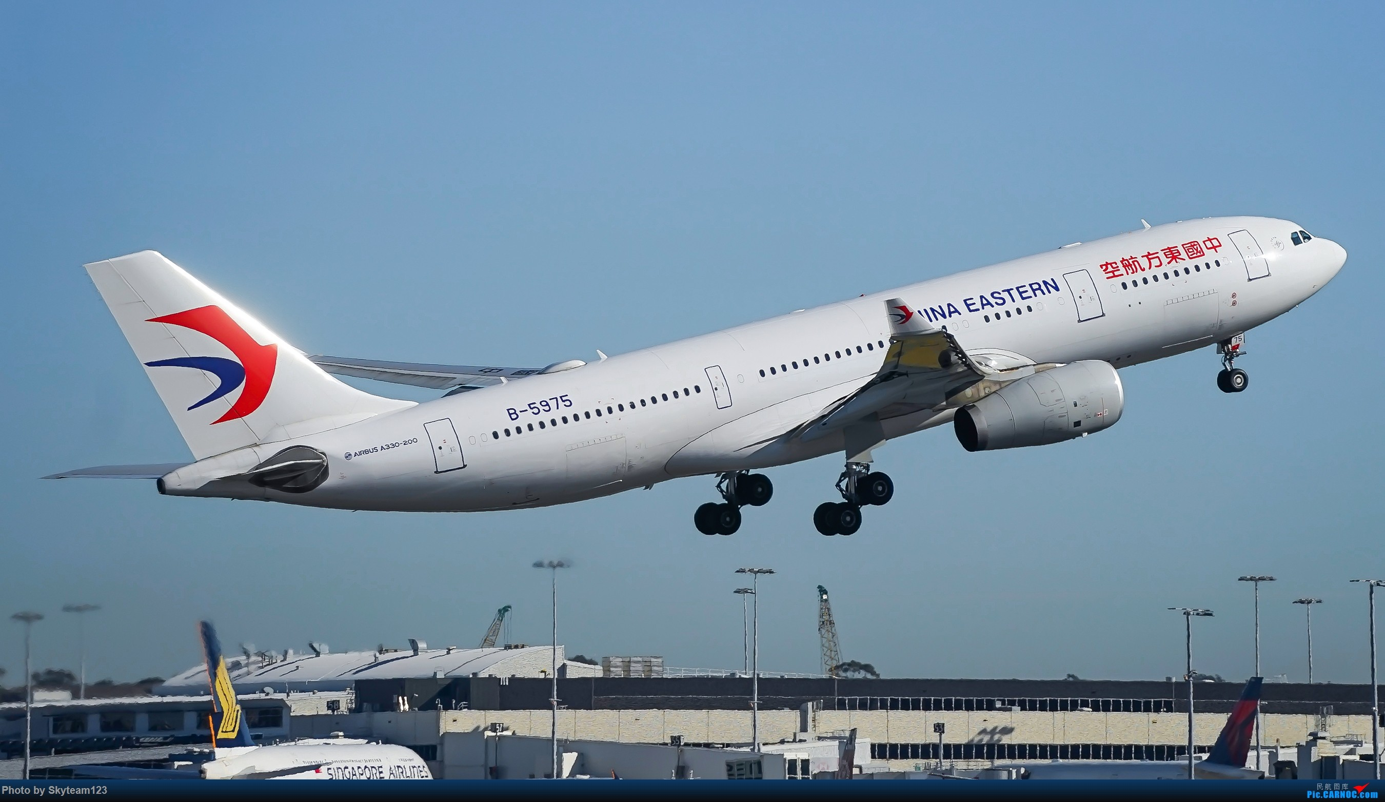 Re:[原创]【SYD】Blu EMU 停车场拍34L宽体起飞落地 AIRBUS A330-200 B-5975 澳大利亚悉尼金斯福德·史密斯机场