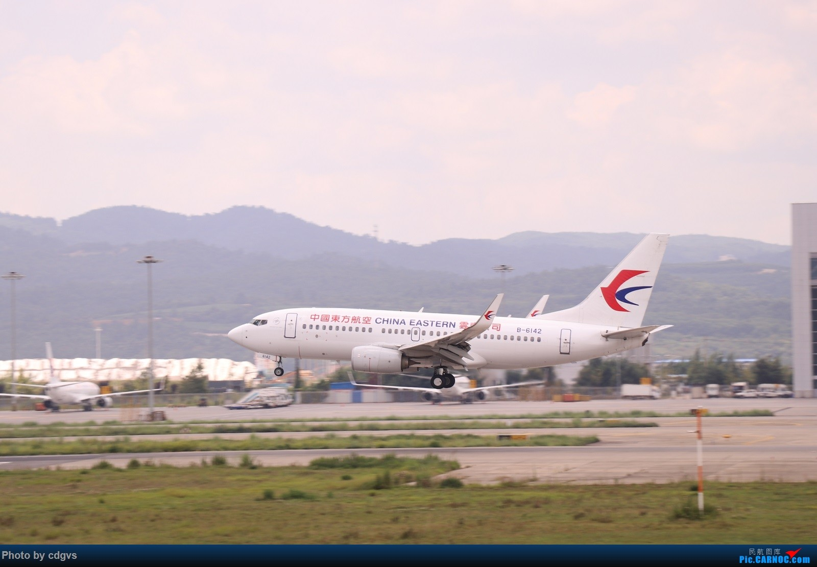 Re:[原创]【KMG】昆明的一天 1600大图 一次看个爽 BOEING 737-700 B-6142 中国昆明长水国际机场