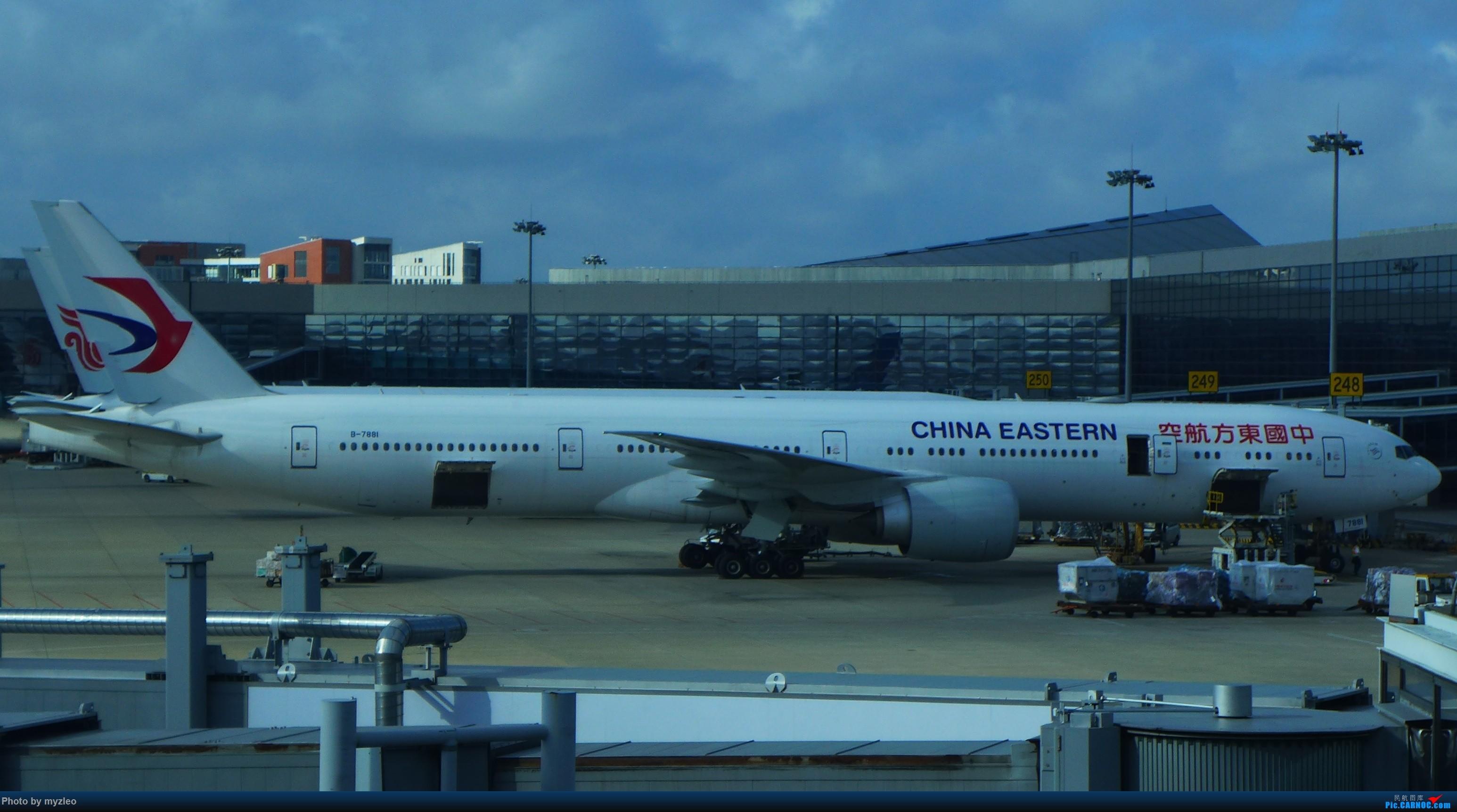 Re:[原创]【myzleo的游记2.1】昆洱风光(1)——SHA-KMG上航商务舱再体验+人在昆明 BOEING 777-300ER B-7881 中国上海虹桥国际机场