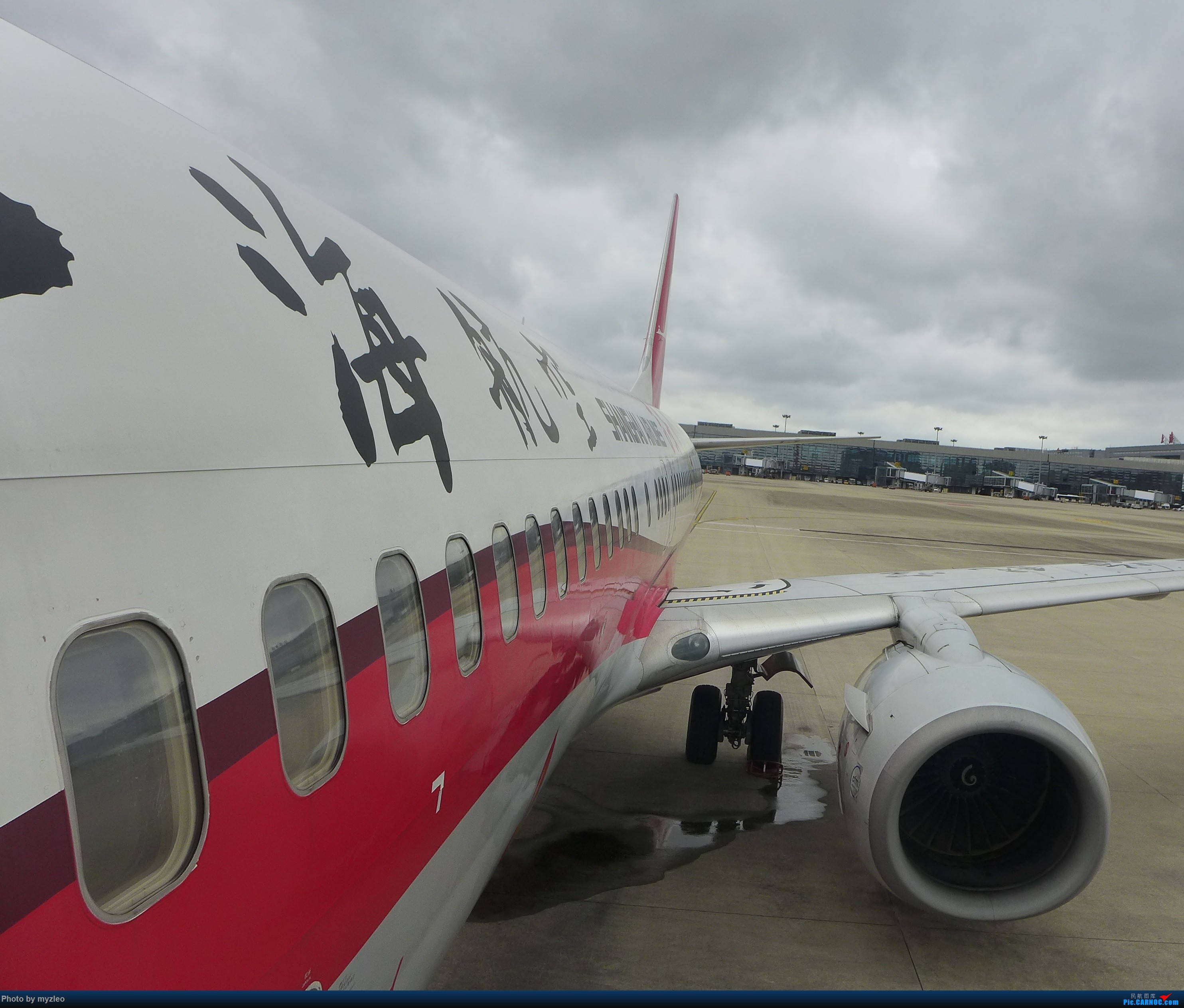 Re:[原创]【myzleo的游记2.1】昆洱风光(1)——SHA-KMG上航商务舱再体验+人在昆明 BOEING 737-800 B-5132 中国上海虹桥国际机场